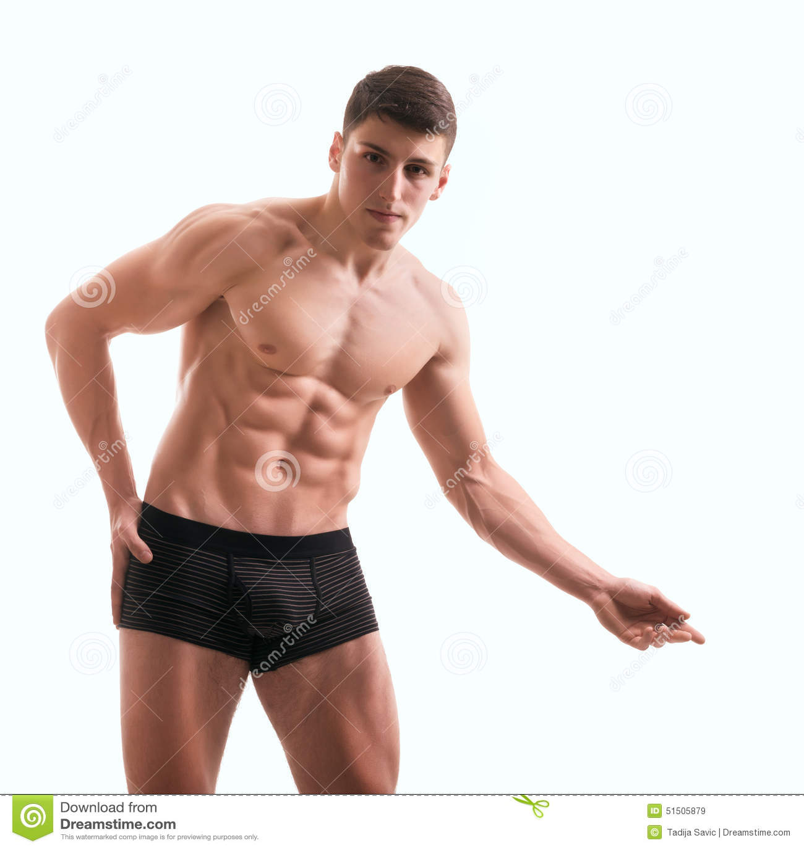 Constructeur de corps masculin nu