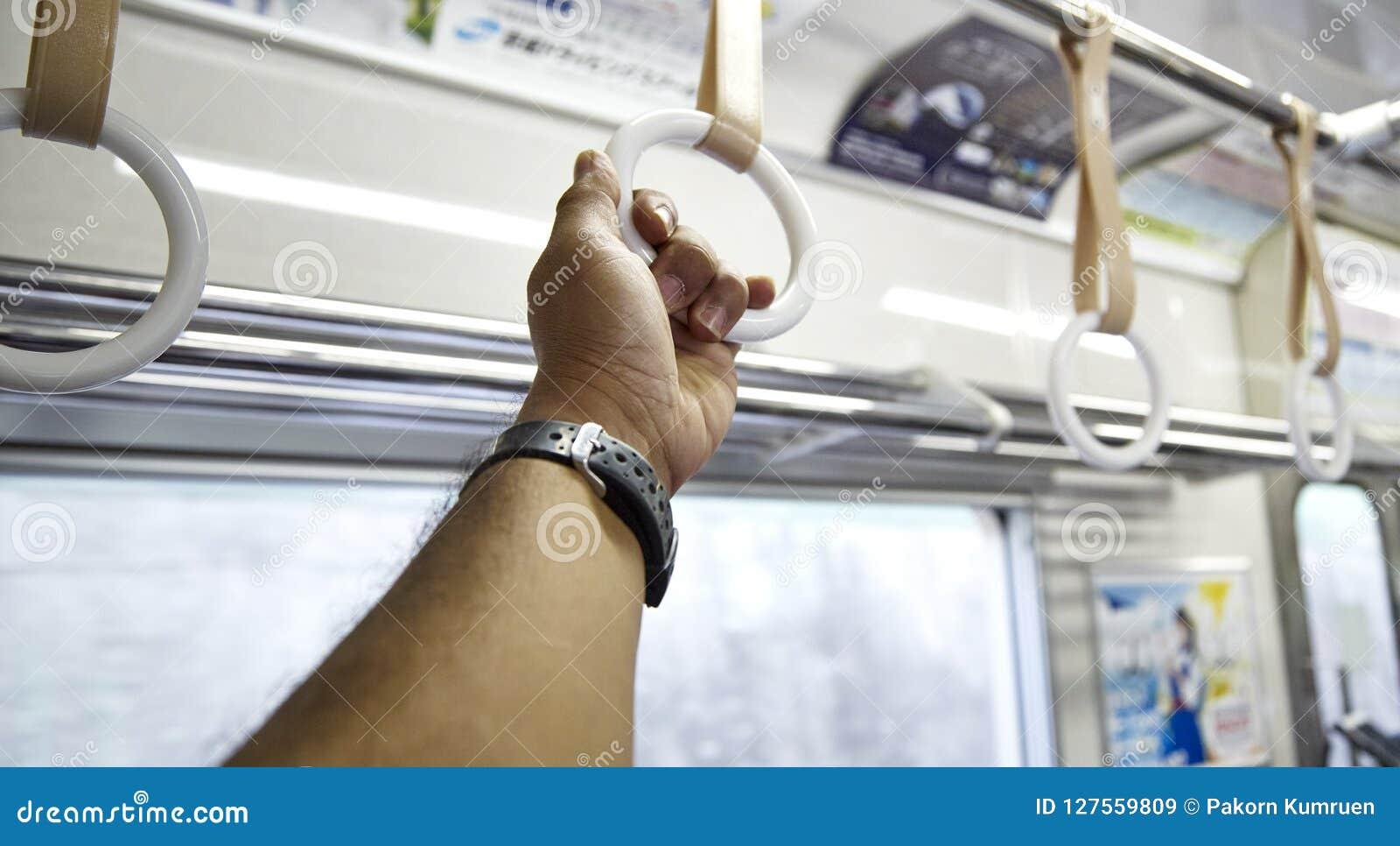 Correa en un tren