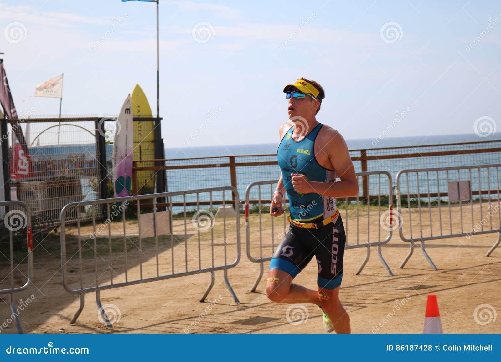 Corredor corrido do esporte do triathlete do Triathlon exercício saudável