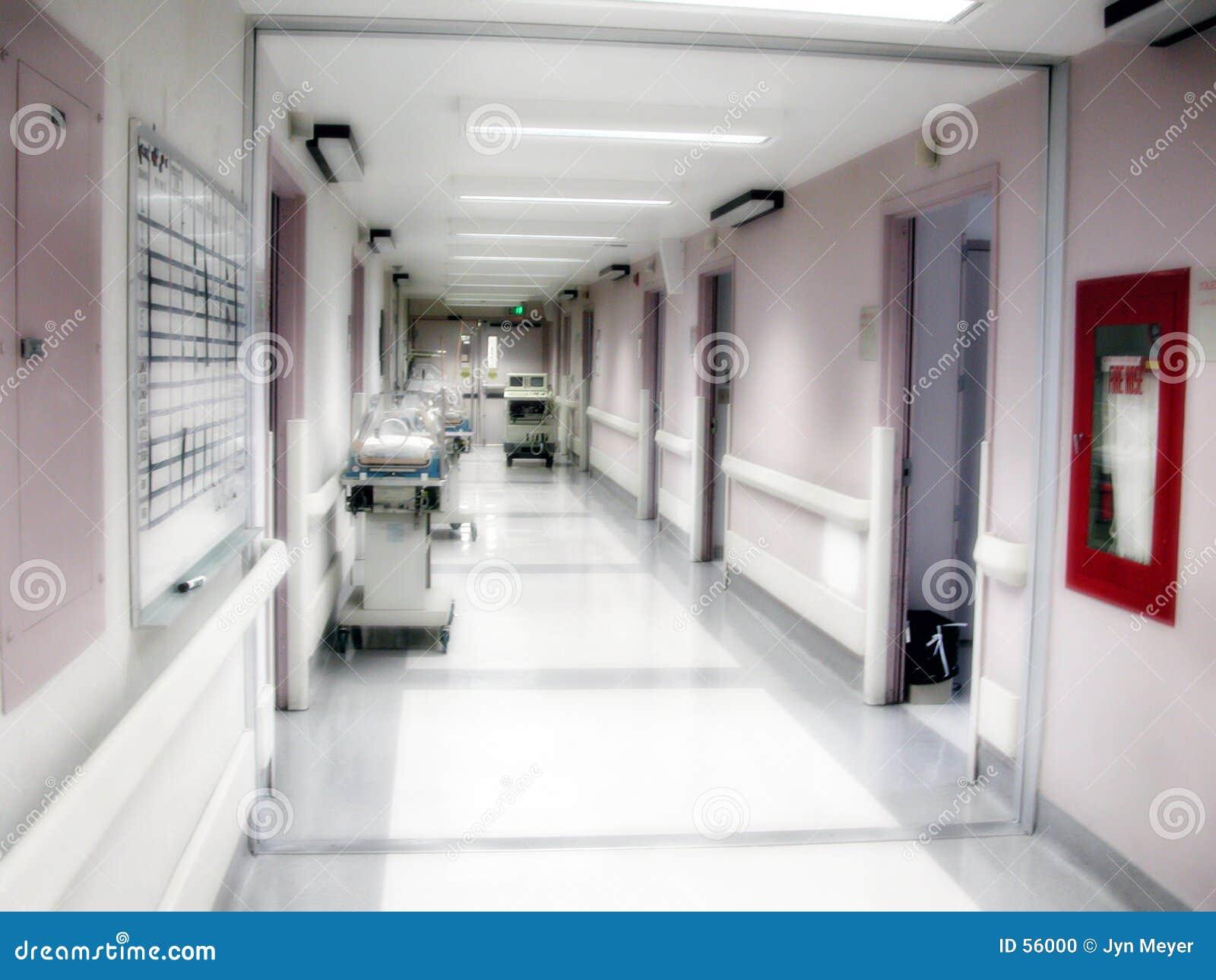 Corredor da divisão de maternidade do hospital