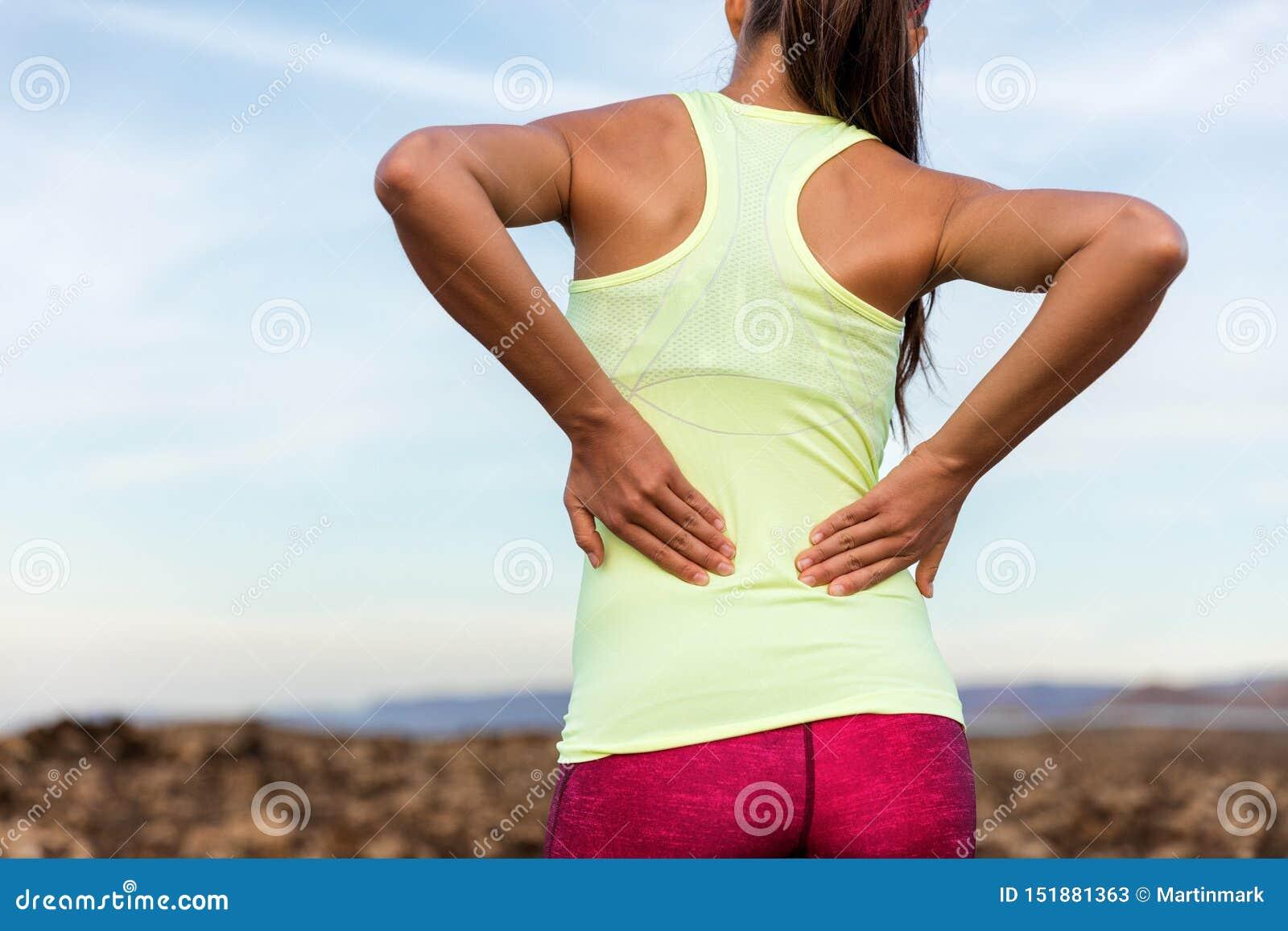 Corredor de funcionamiento del rastro con un dolor más de espalda