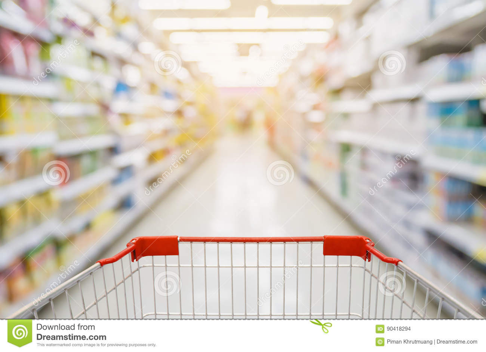 1cbfb64333 Corredor Do Supermercado Com Carrinho De Compras Vermelho Foto de ...