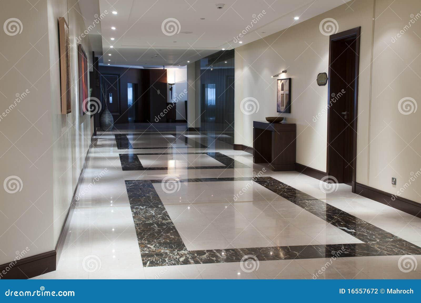 Corredor No Hotel De Luxo Fotografia de Stock Imagem: 16557672 #50627B 1300x953 Banheiro De Hotel De Luxo