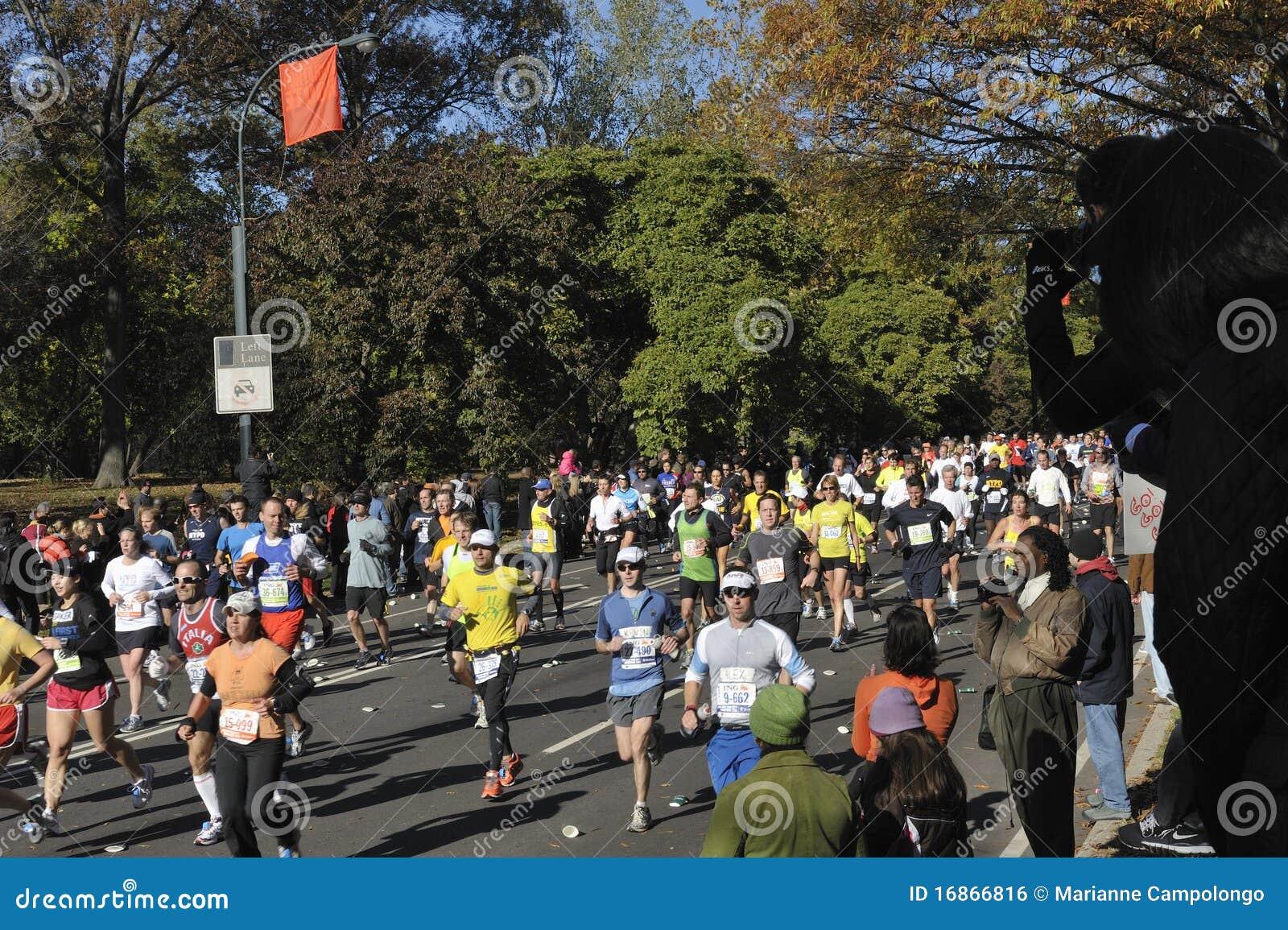 Corredores de maratona Central Park do 7:2010 de NYC novembro