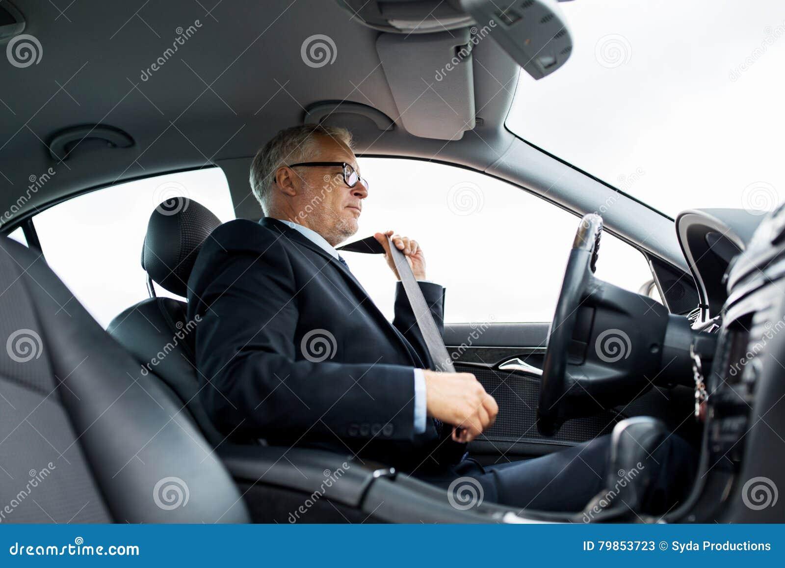 Correia de banco de carro superior da asseguração do homem de negócios