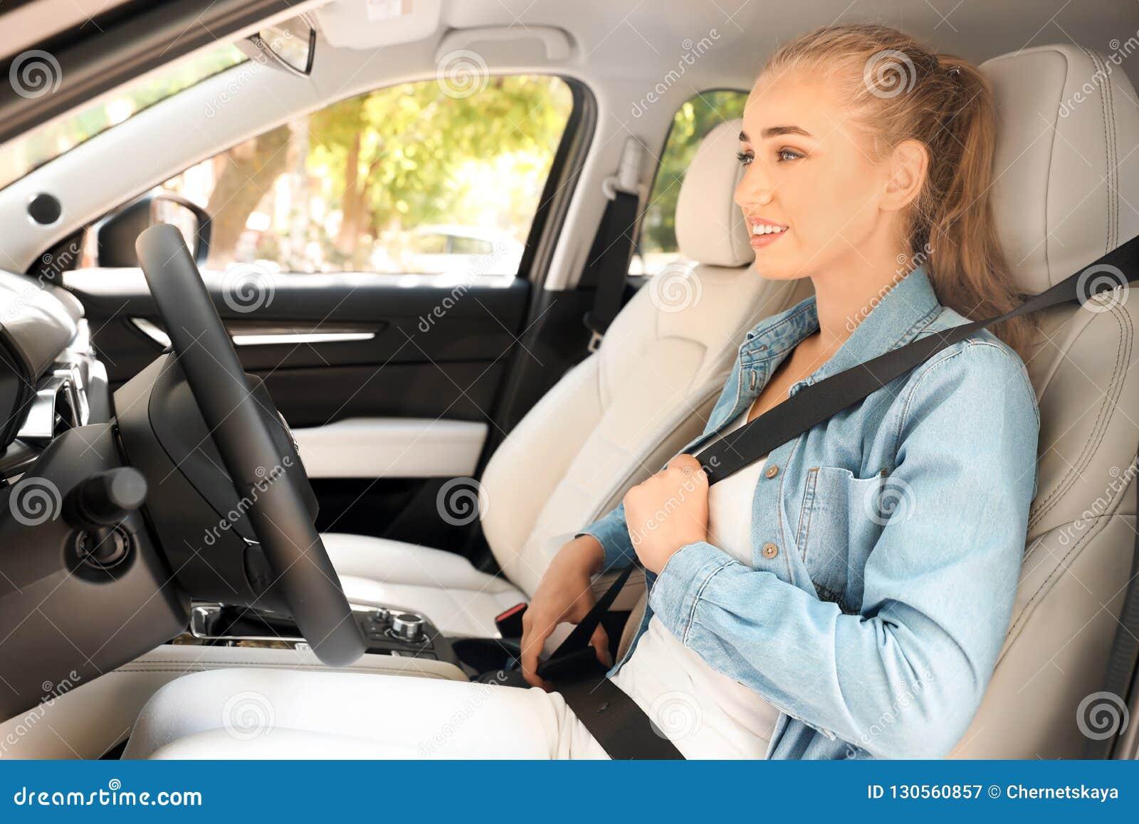 Correia de segurança fêmea da asseguração do motorista
