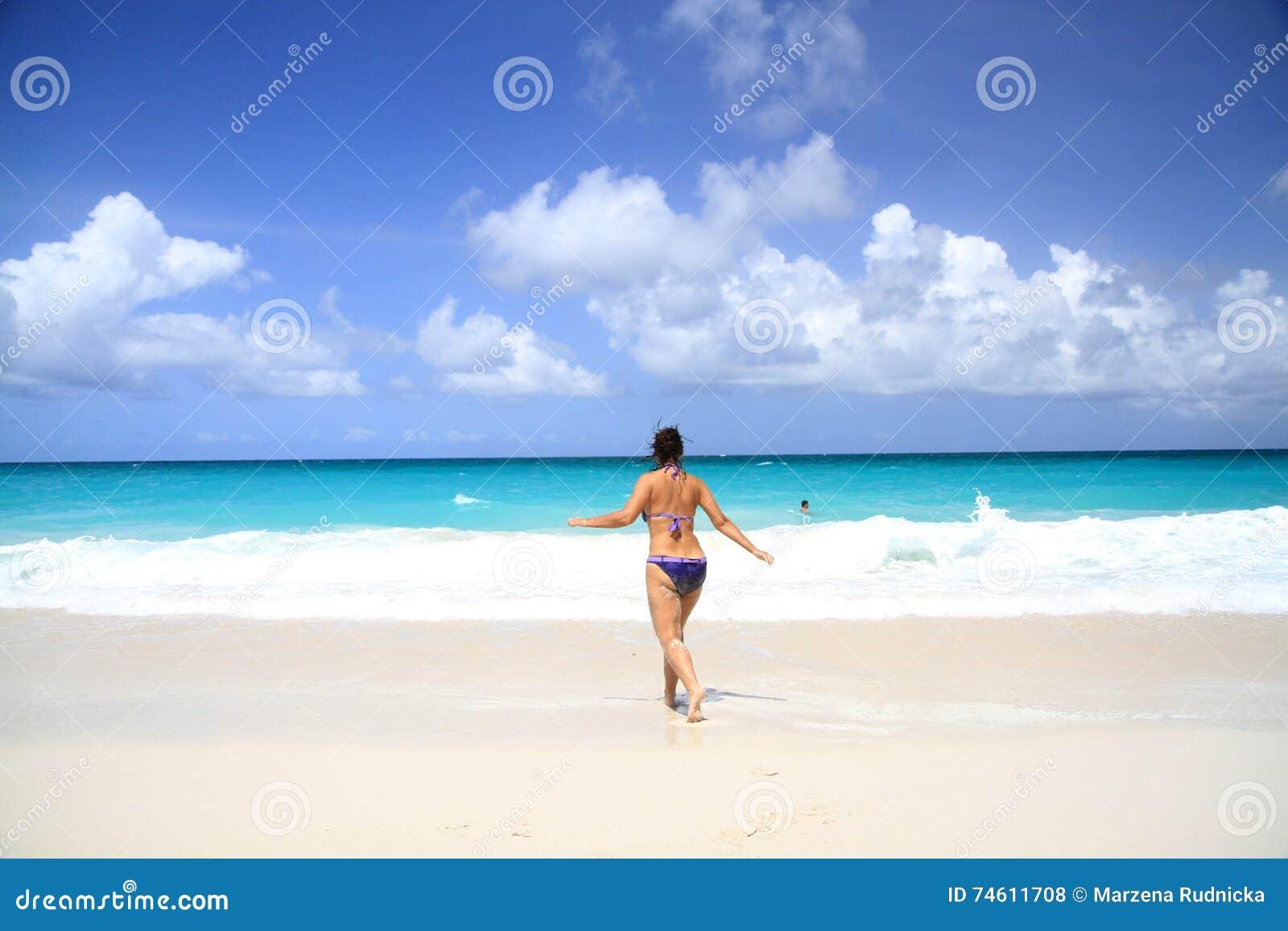 Corridas da mulher para o mar