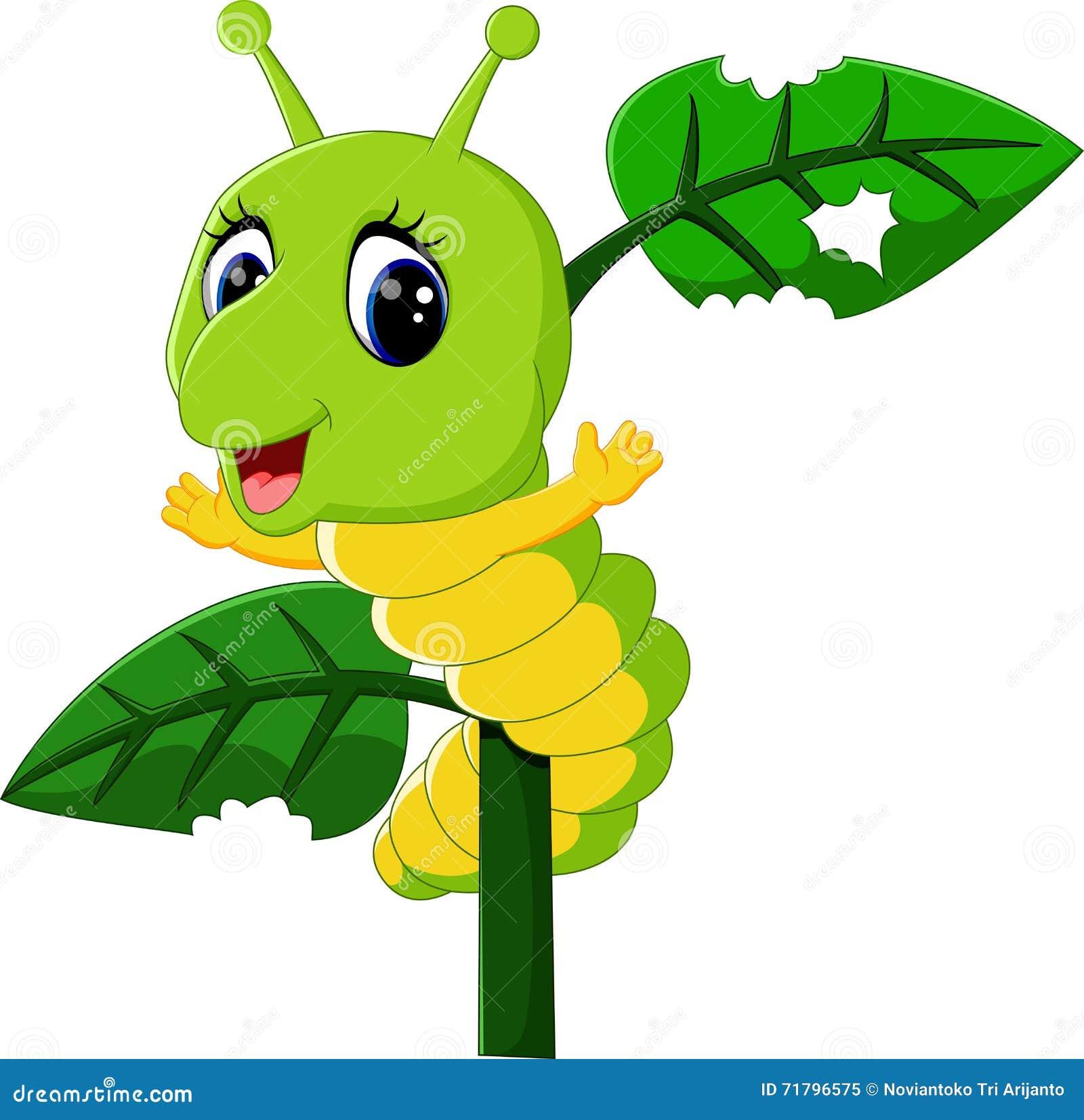 Corridas engraçadas da lagarta em uma árvore