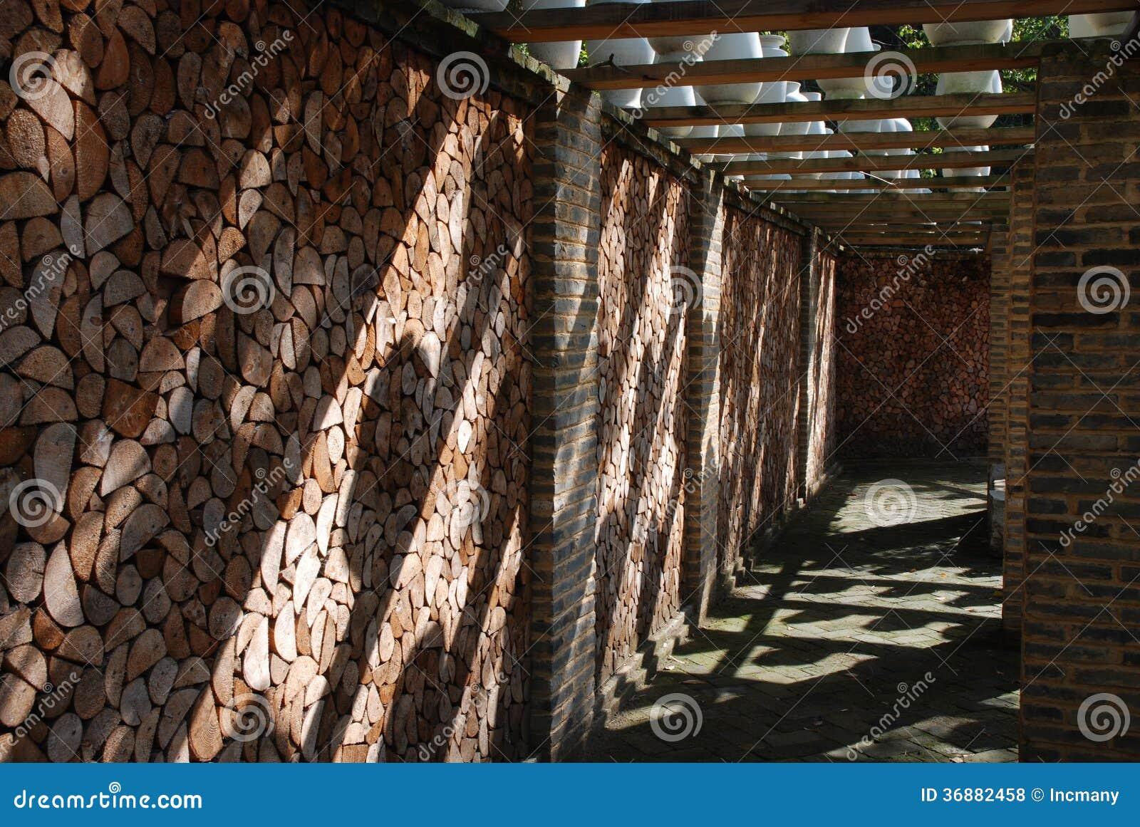 Download Corridoio fotografia stock. Immagine di bianco, firewood - 36882458