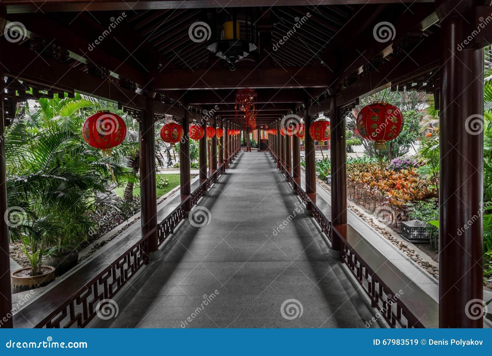 Decorazioni Con Lanterne Cinesi : Corridoio decorato con le lanterne cinesi immagine stock
