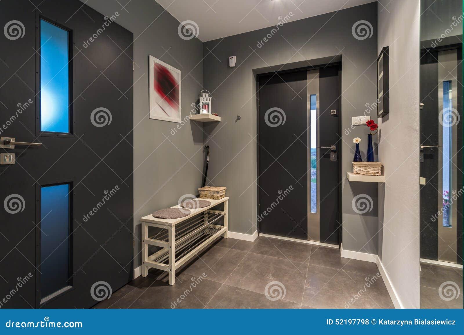 Corridoio grigio accogliente