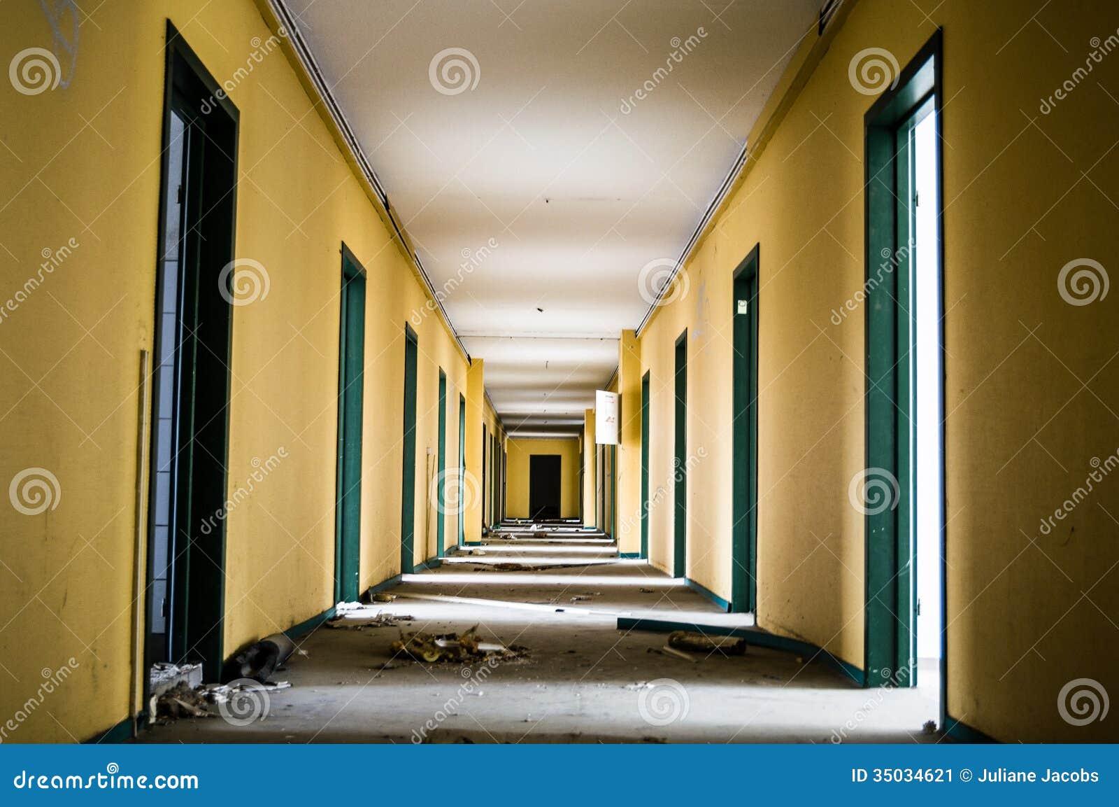 Corridoio Lungo Casa : Corridoio lungo immagine stock immagine di casa rovinato