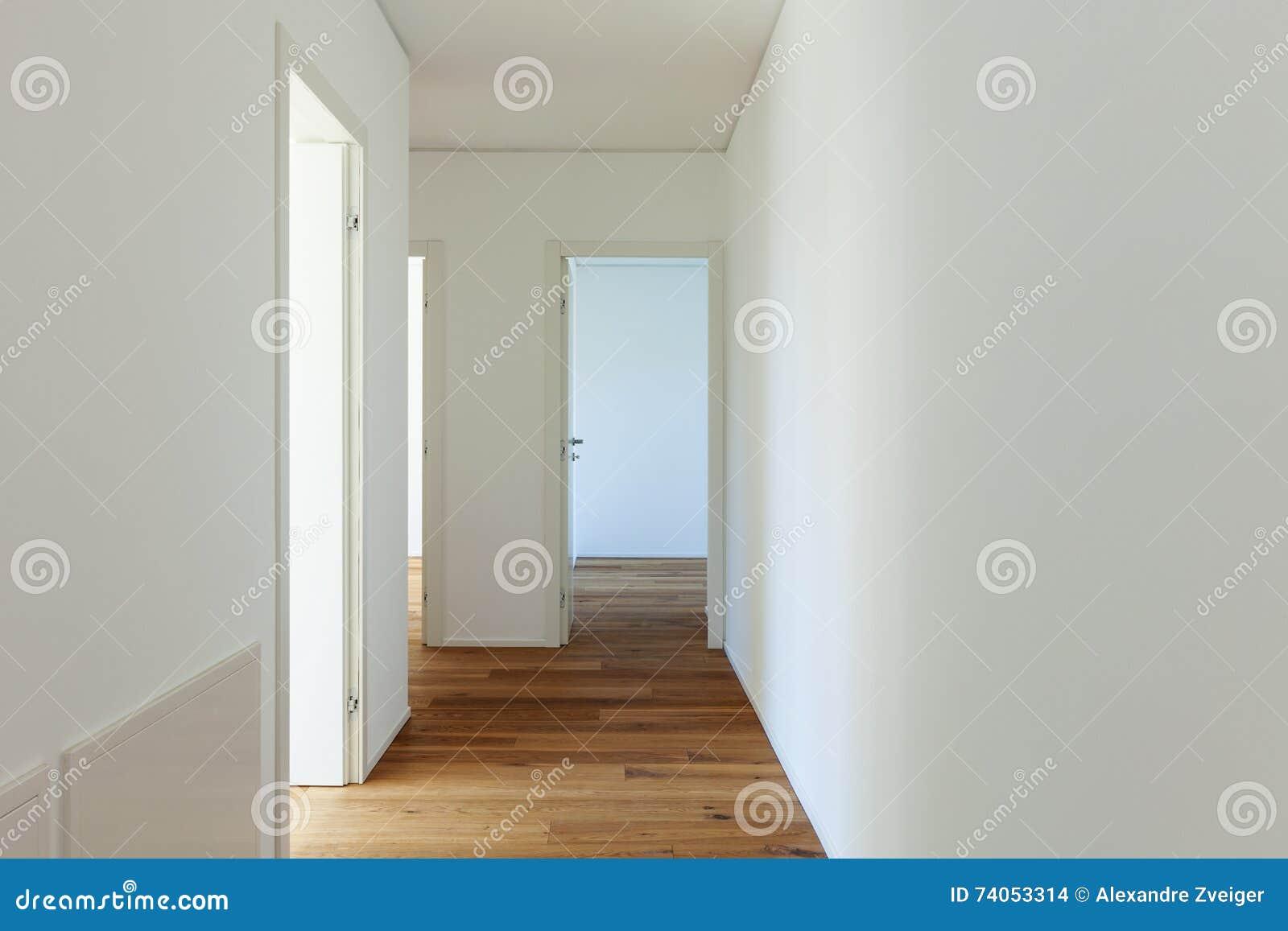 Corridoio Lungo Casa : Corridoio lungo con il pavimento di parquet fotografia stock
