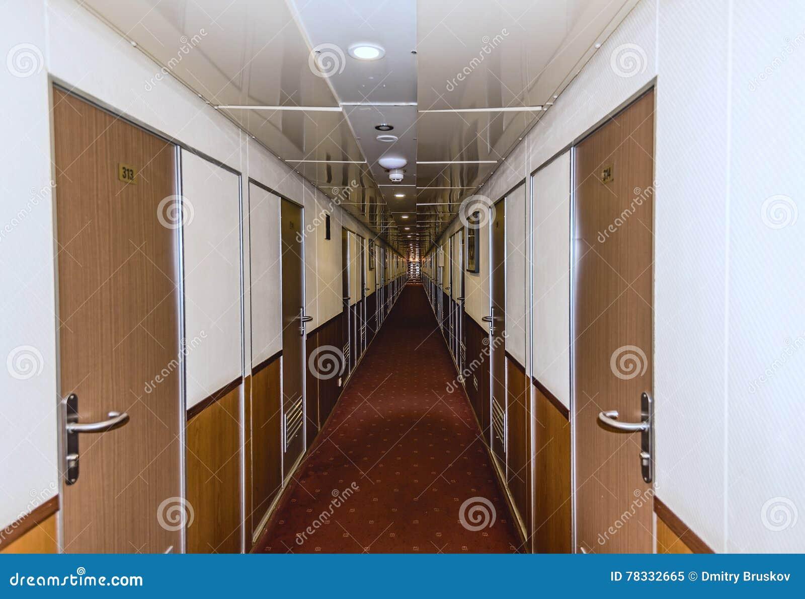 Corridoio Lungo Stretto : Corridoio lungo e stretto immagine stock. immagine di passaggio