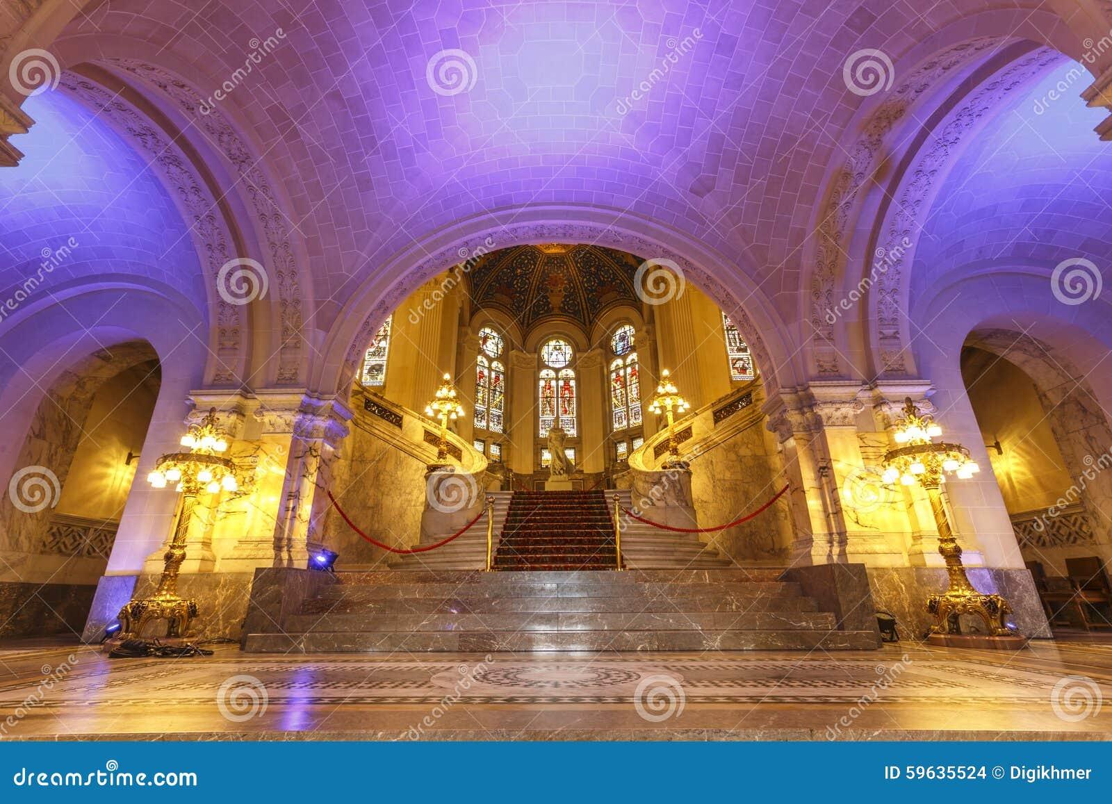 Corridoio principale variopinto del Palazzo della Pace