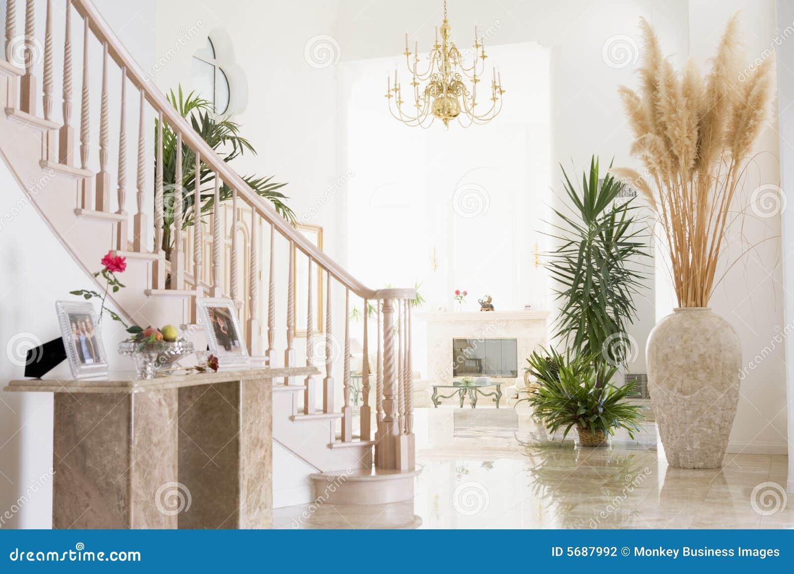 Corridoio vuoto nella casa lussuosa fotografia stock for Casa lussuosa