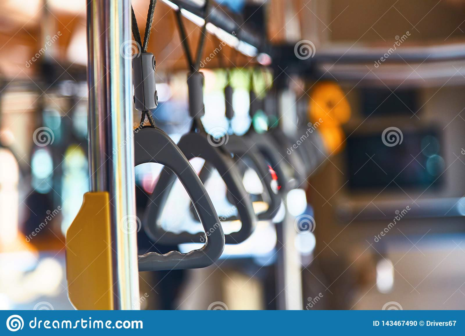 Corrimão no ônibus Laços no ônibus