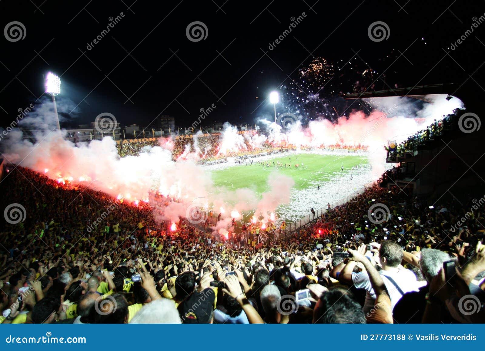 Corrispondenza di gioco del calcio fra Aris ed i junior di Boca
