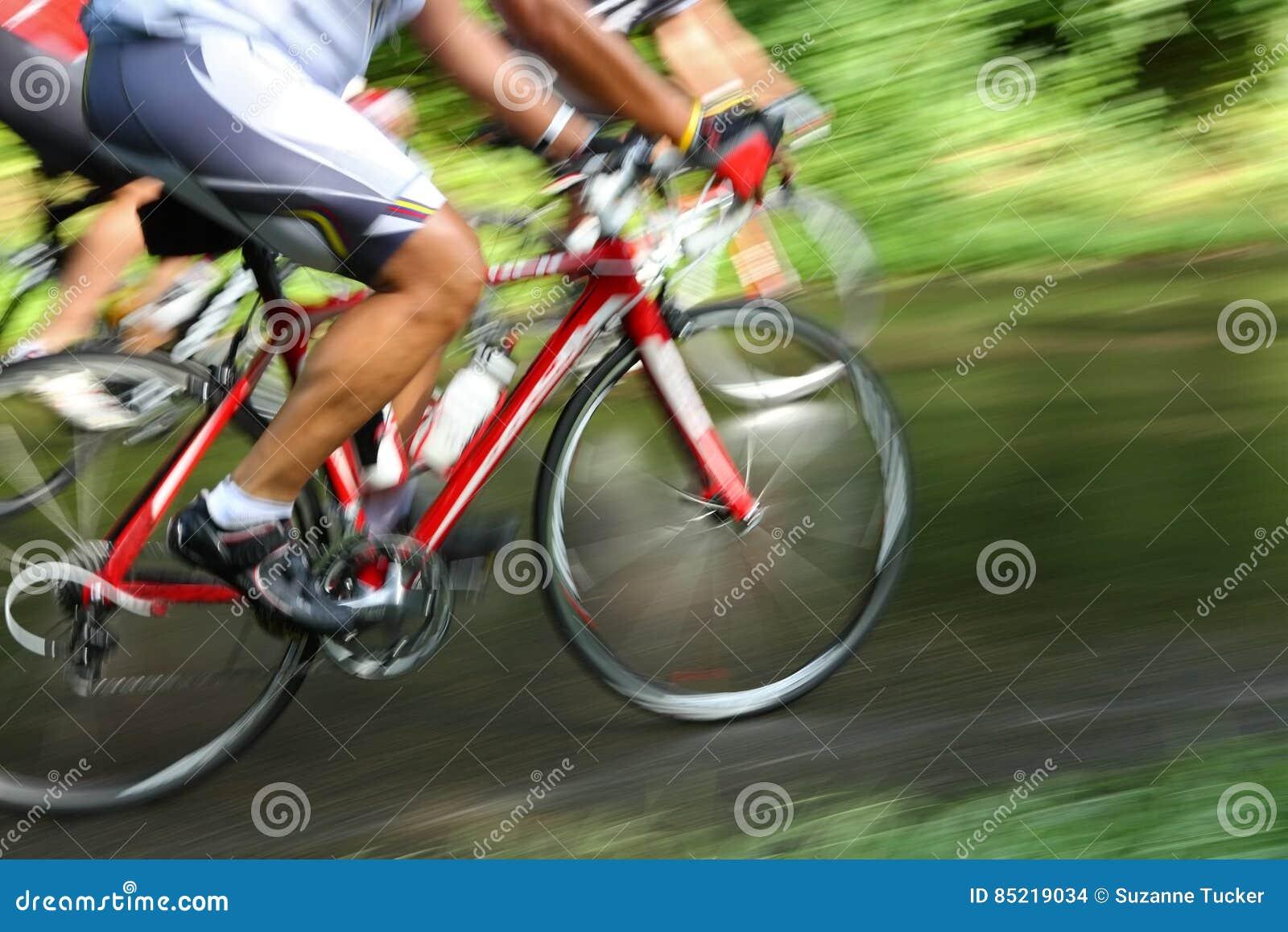 Corsa della bicicletta, sfuocatura di movimento