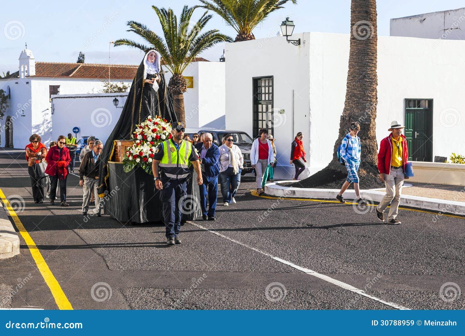Cortège de Pâques avec la statue de Mary sainte dans Yaiza, Lanzarote