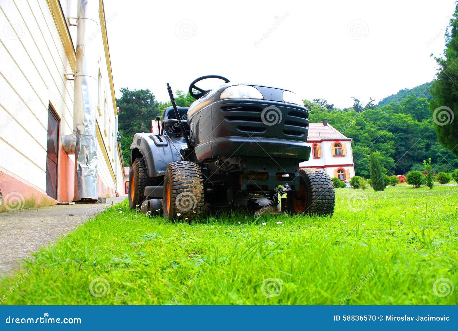 Cortacésped en la hierba