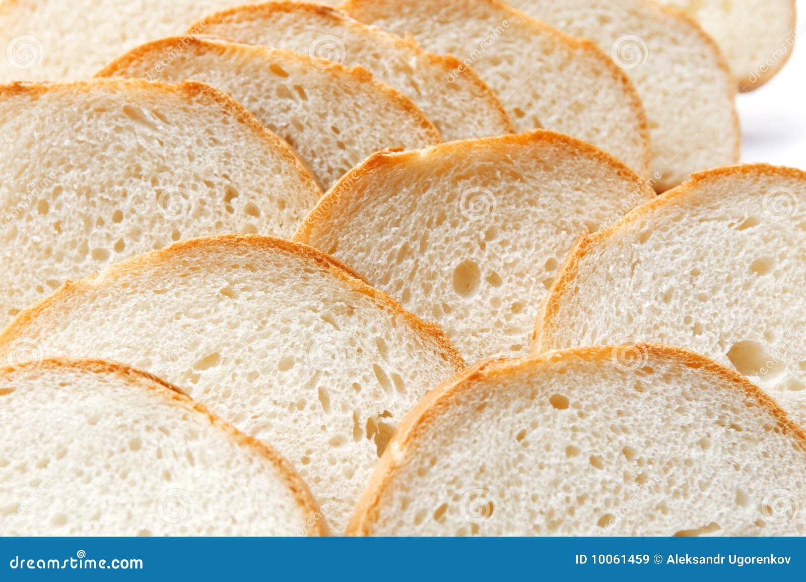 Cortando o pão branco