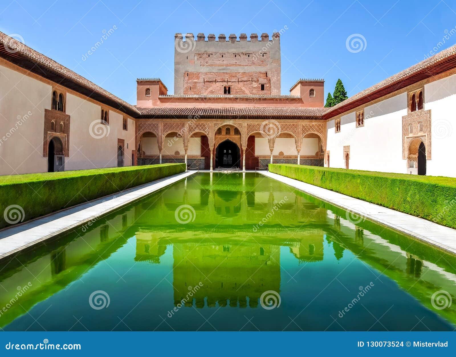 Corte das murtas no palácio de Nasrid em Alhambra, Granada, Espanha