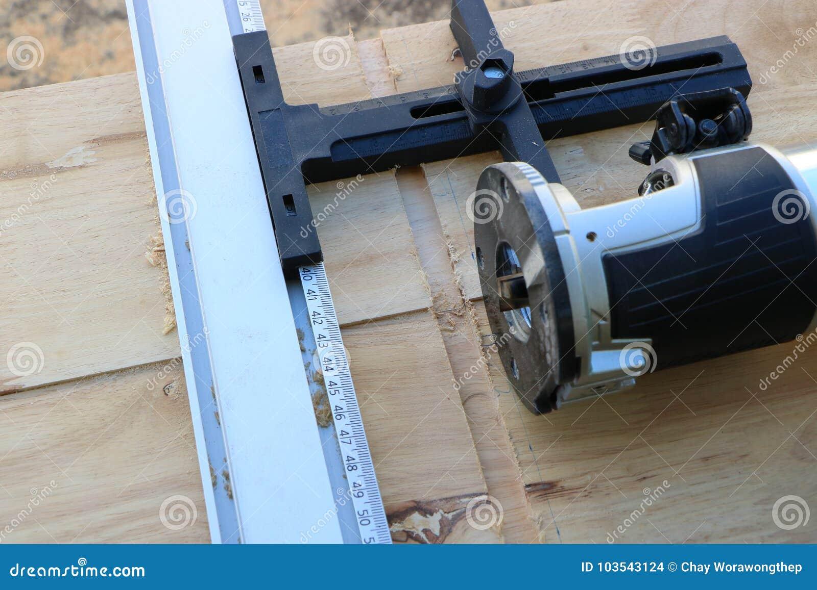 Corte de los Dado; Fabricación de un surco en la madera