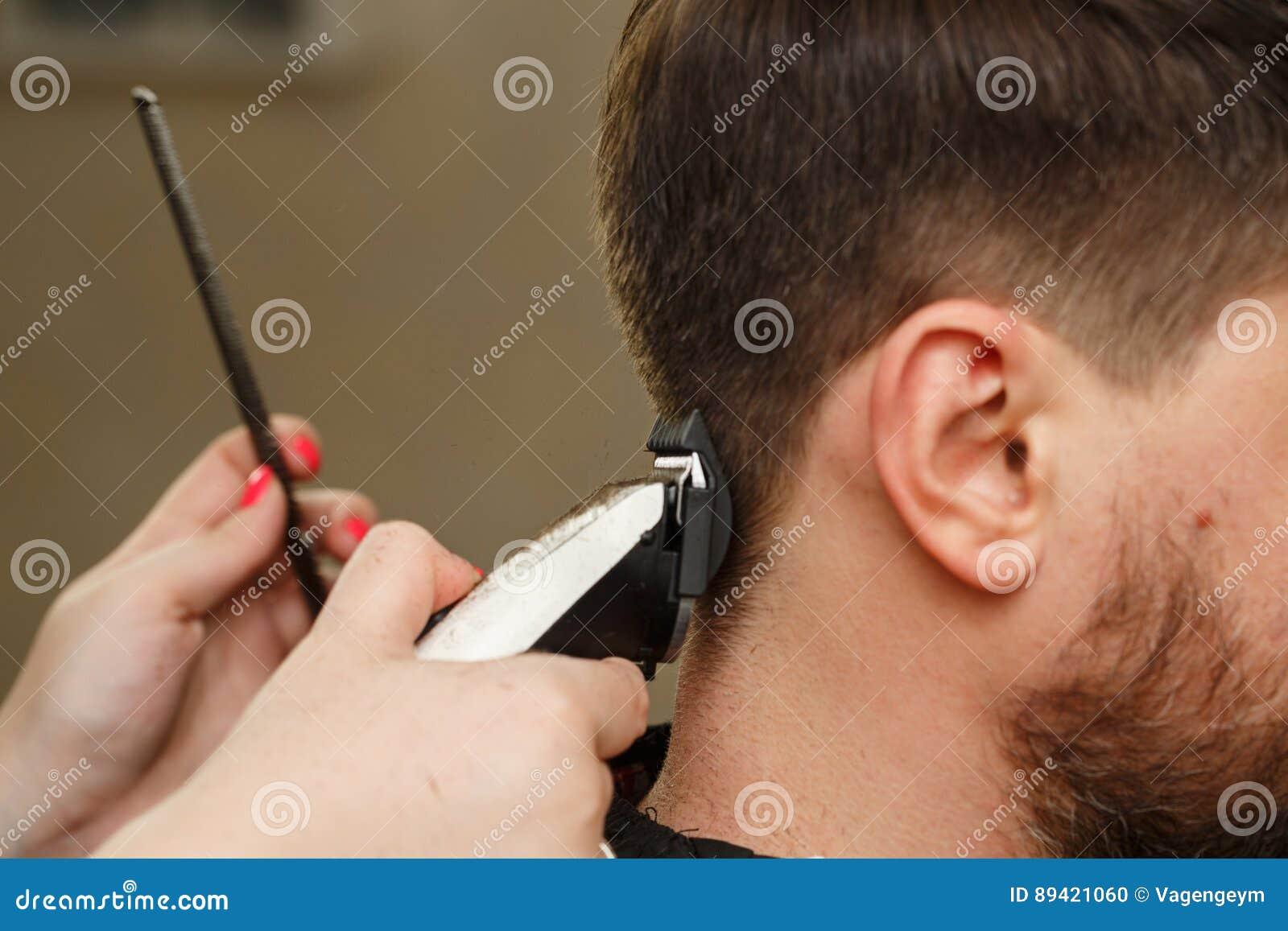 Corte de pelo del ` s de los hombres