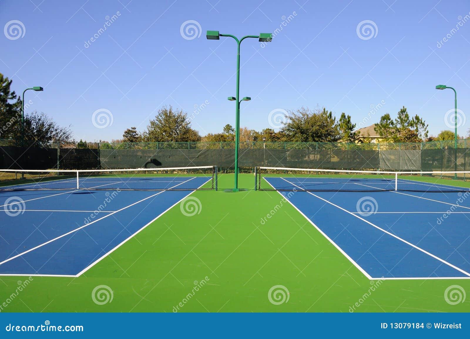 Corte de tênis da comunidade