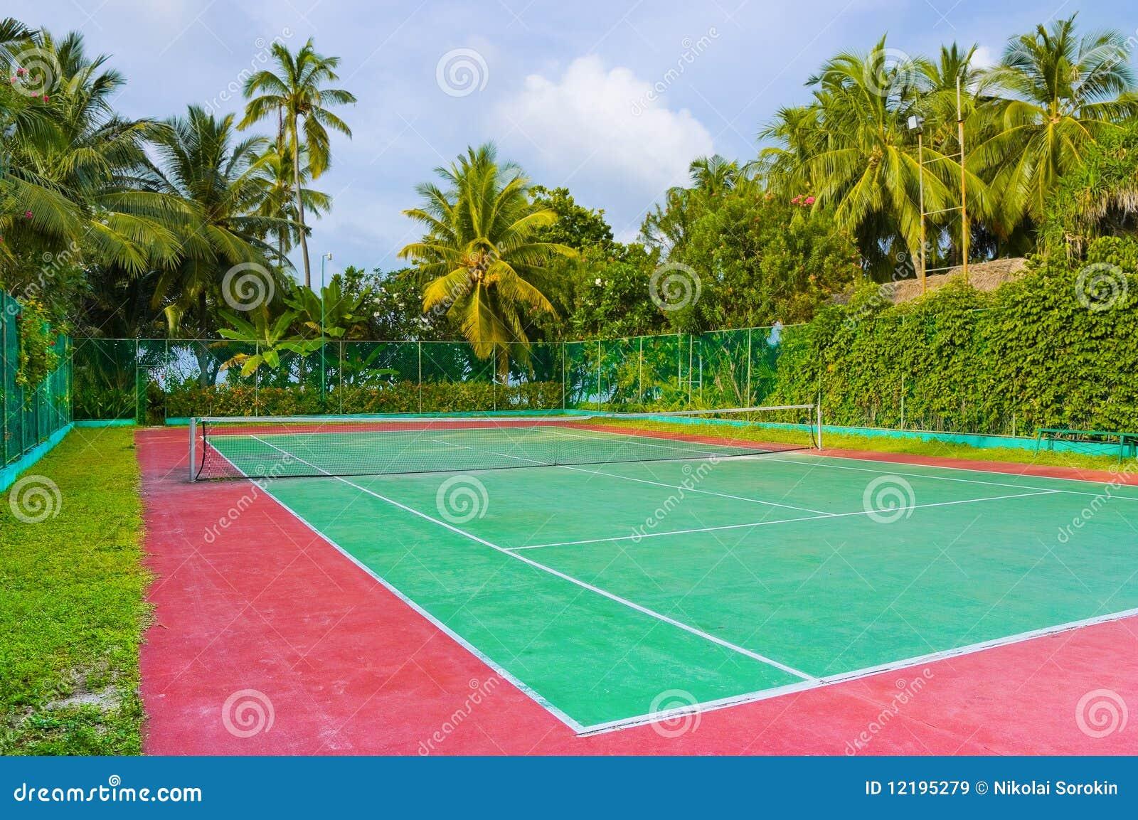 Corte de tênis em um console tropical