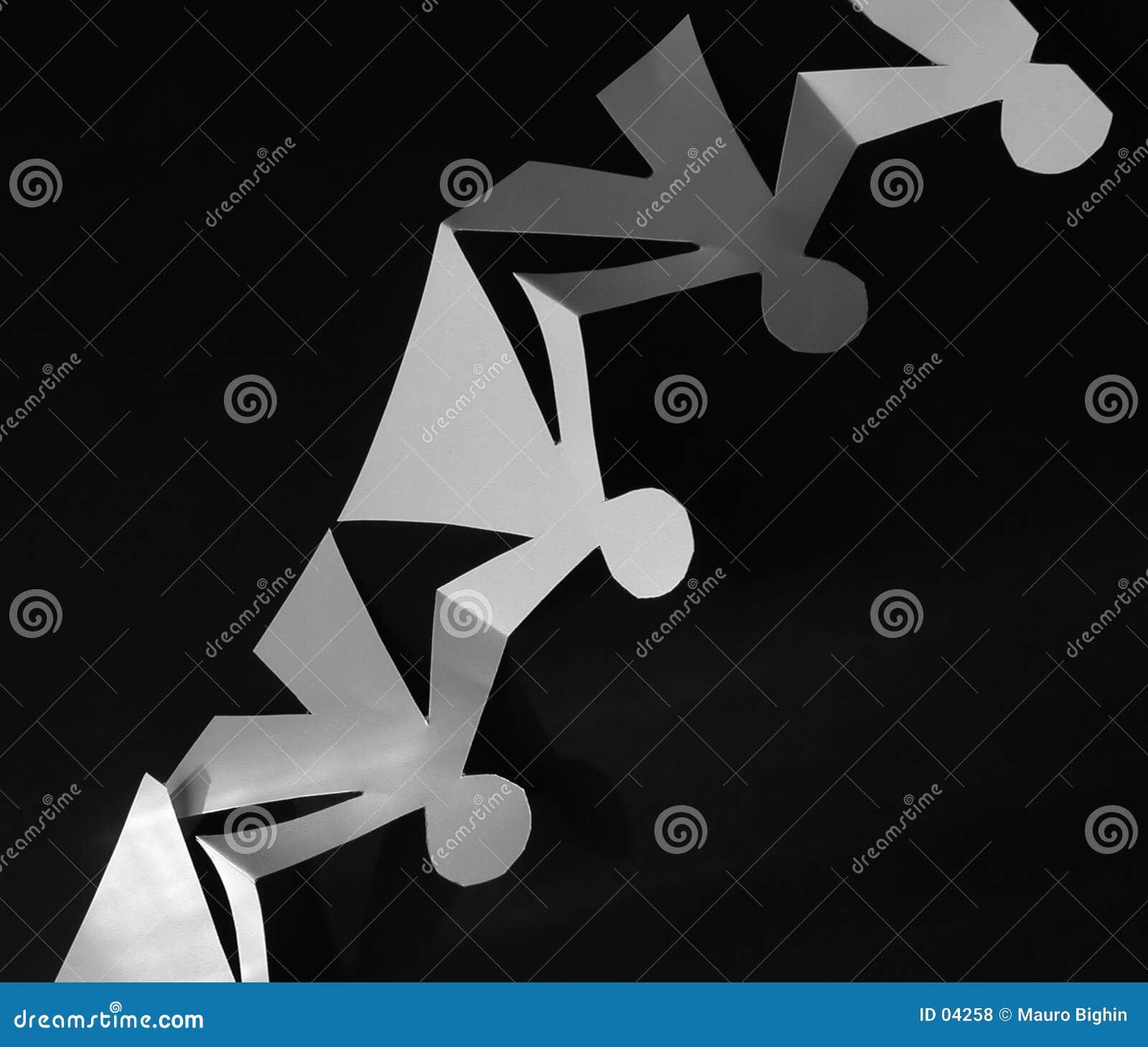 Corte del papel de la dimensión de una variable de los niños