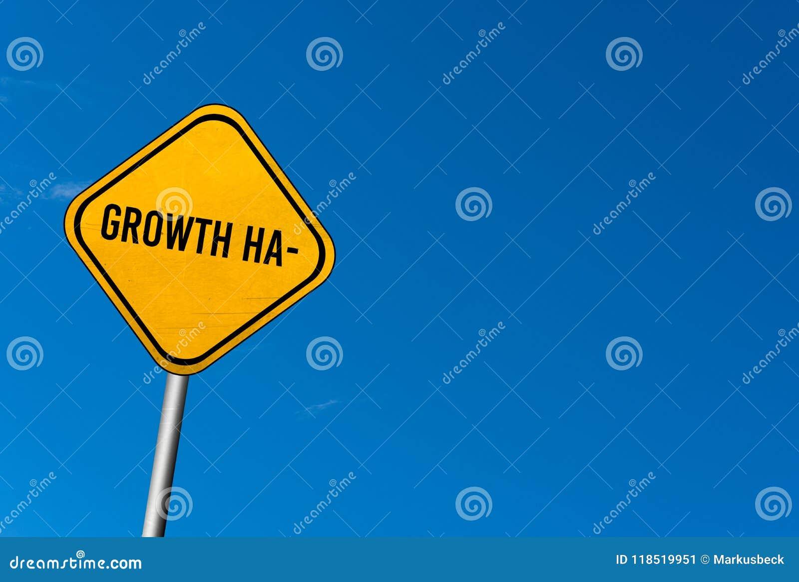 Corte do crescimento - sinal amarelo com céu azul