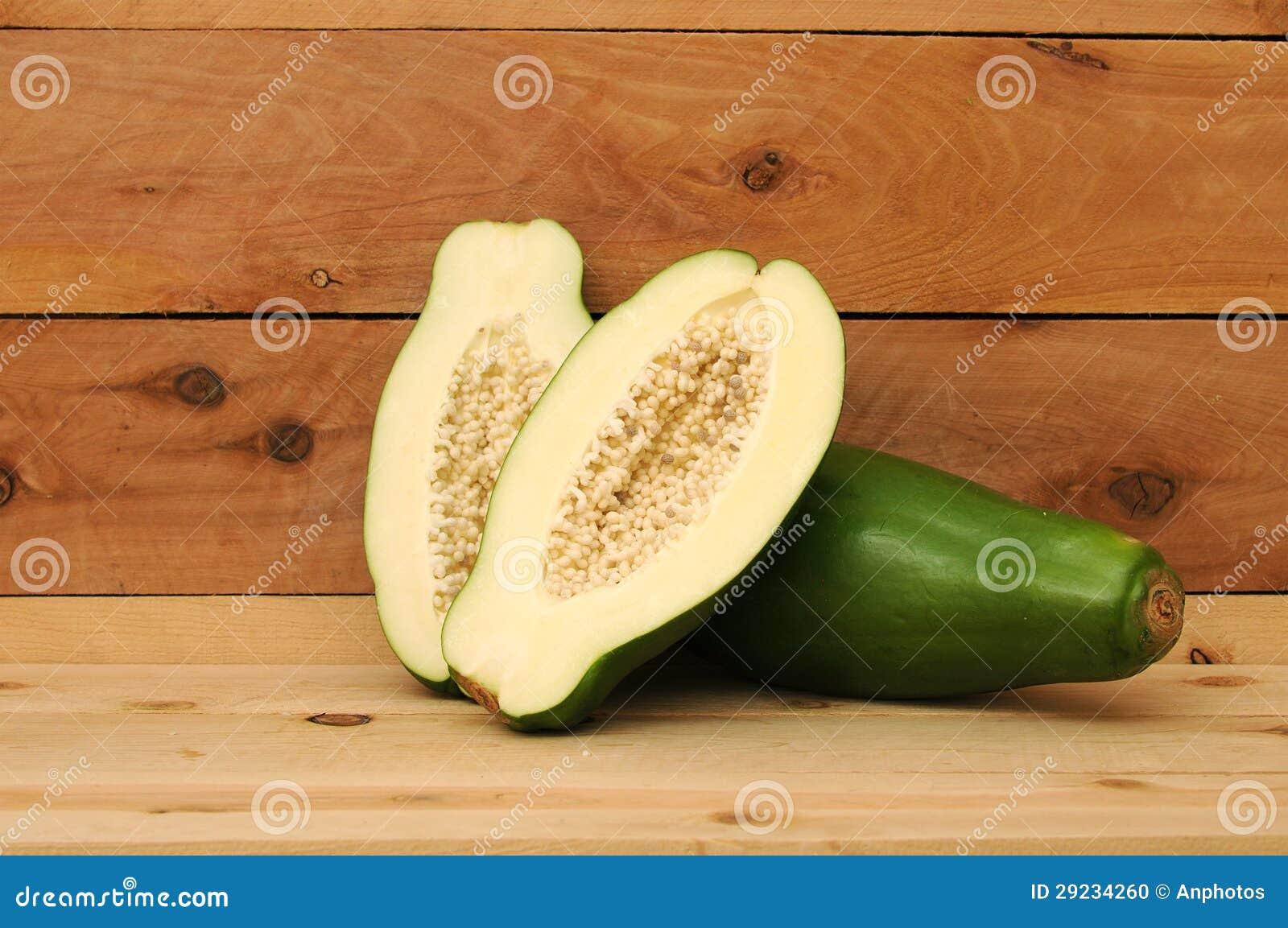 Download Corte E Papaia Verde Inteira Foto de Stock - Imagem de meio, tasty: 29234260