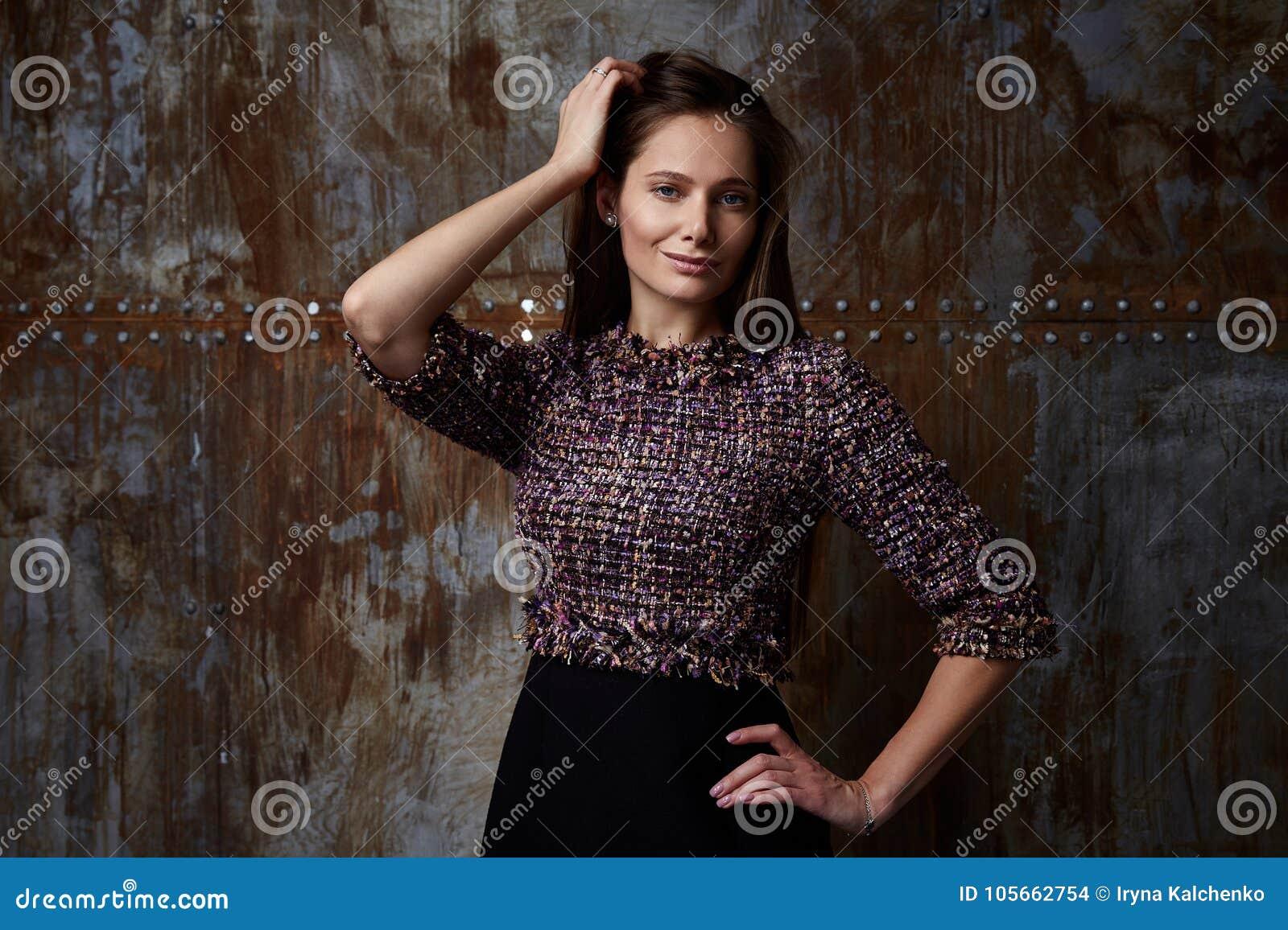 095c3b043 Corte elegante de la chaqueta de la señora de la mujer del desgaste hermoso  bastante atractivo