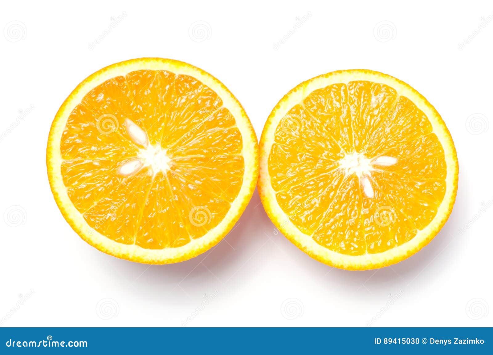 Corte a laranja no fundo branco