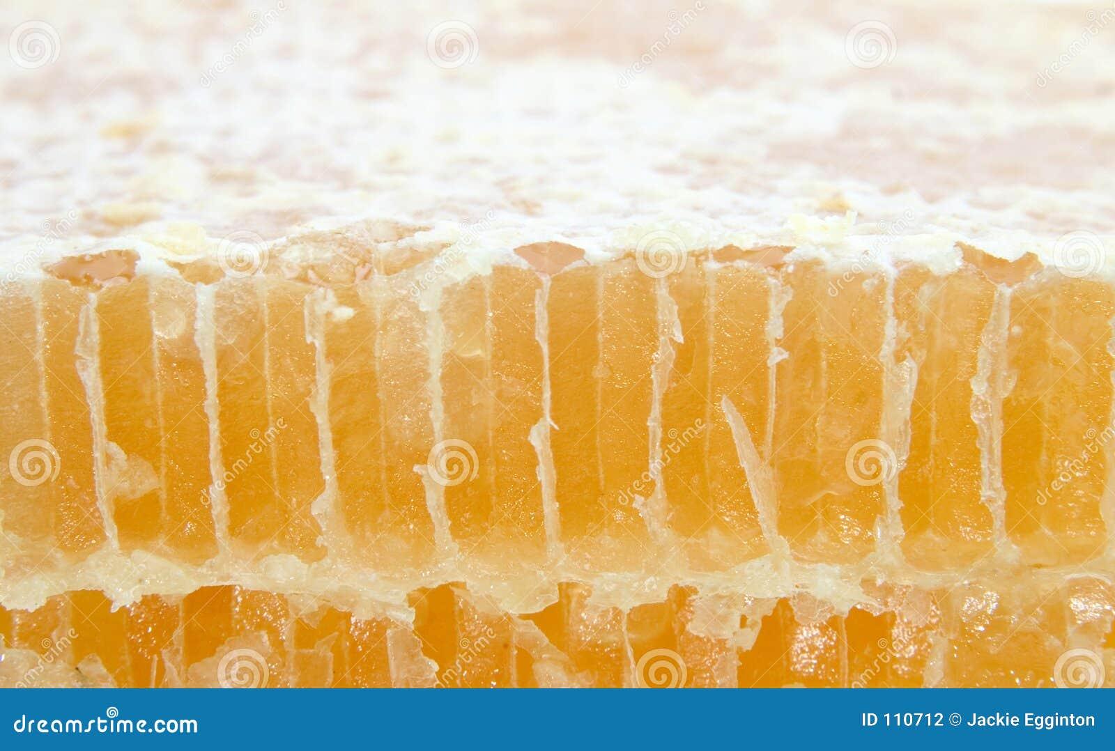 Corte o pente do mel