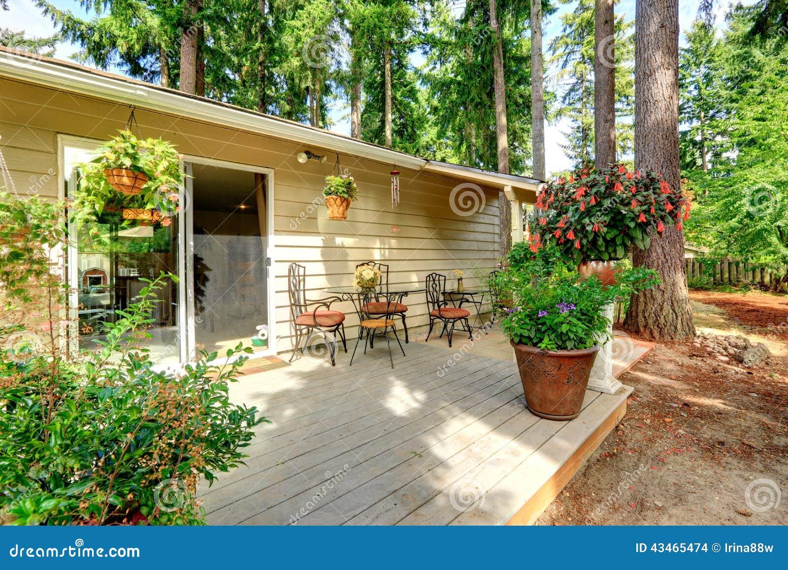 Salotto legno bianco antico for Cortile della campagna francese