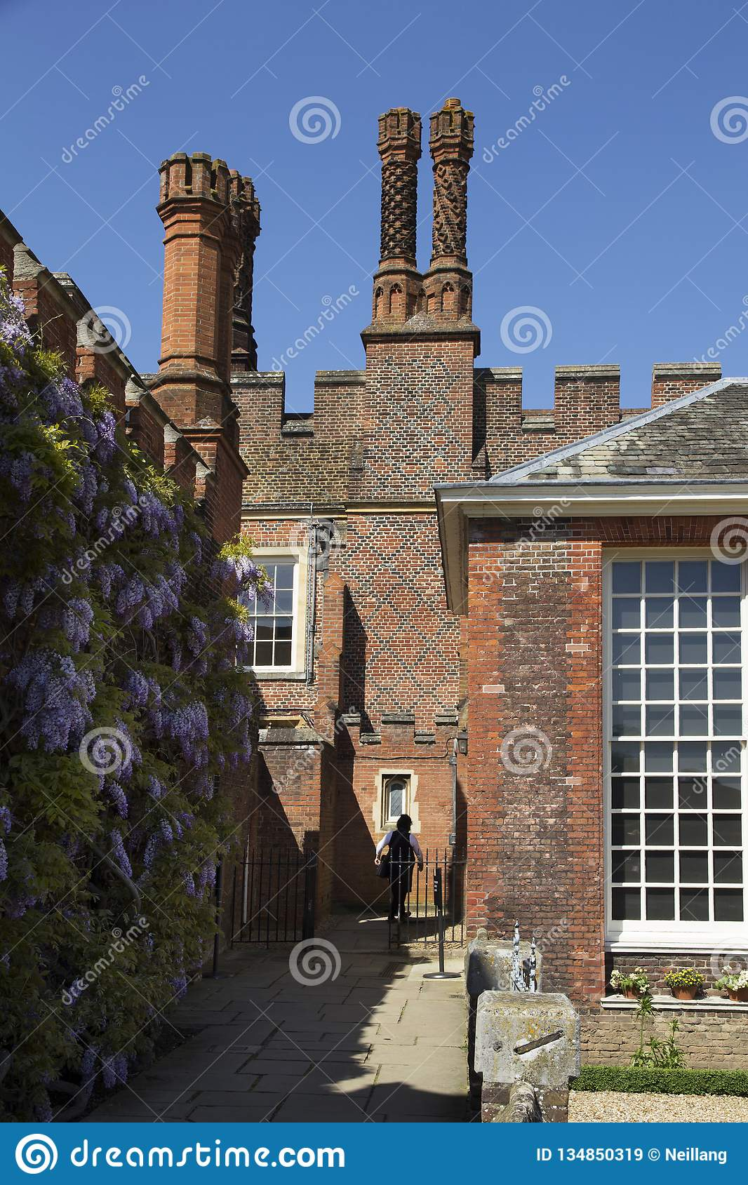 Cortile a Hampton Court Palace che originalmente è stato costruito per il cardinale Thomas Wolsey 1515, più successivamente