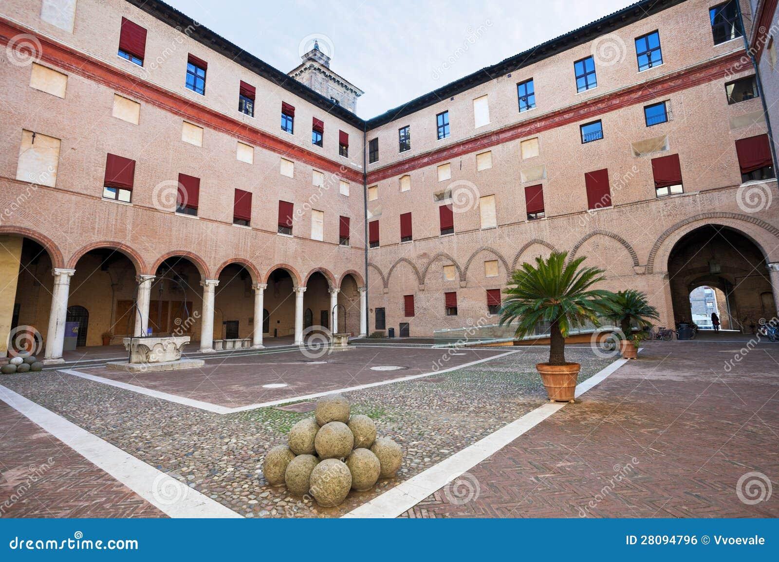 Cortile interno del castello estense a ferrara fotografia for Software free progettazione interni
