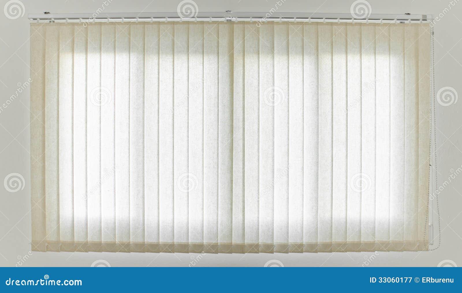 Cortina y ventana blancas fotograf a de archivo libre de - Ventanas con cortinas ...