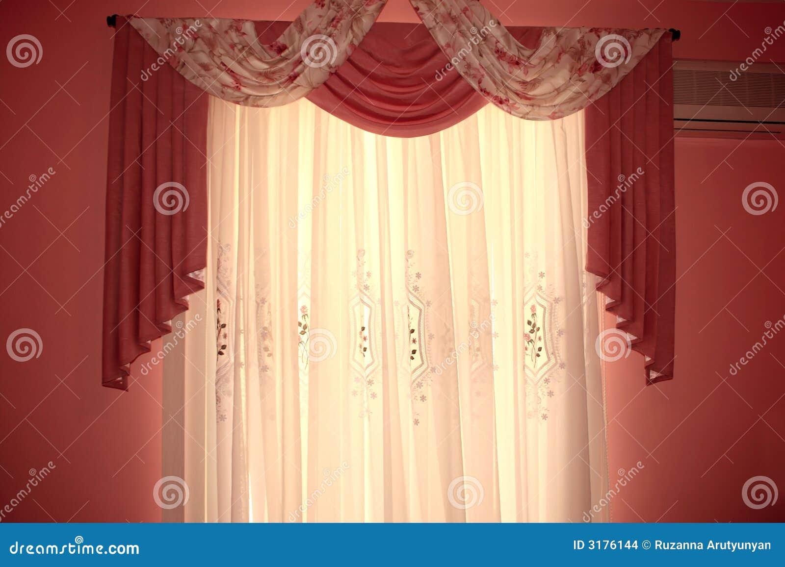 Cortinas foto de archivo imagen de cubierto decoraci n for Ganchos para cortinas de madera