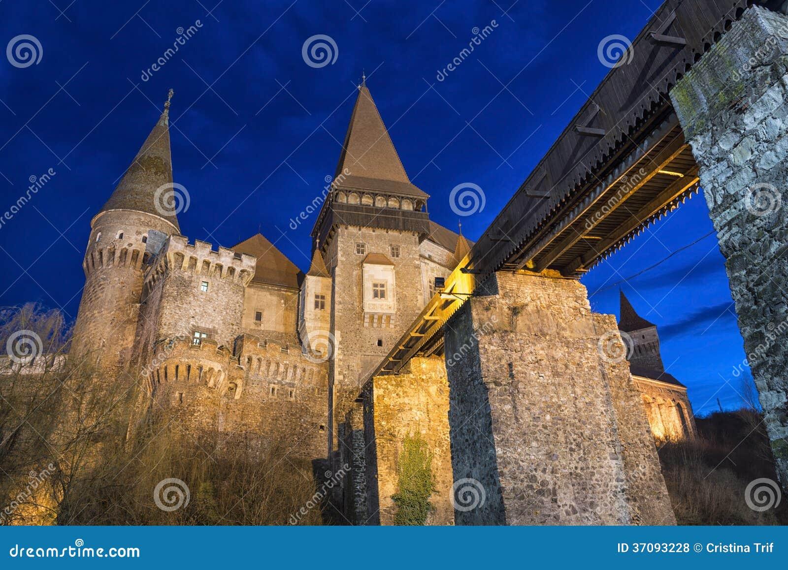 Download Corvin Kasztel Od Hunedoara, Rumunia Zdjęcie Stock - Obraz złożonej z czarowny, rumunia: 37093228