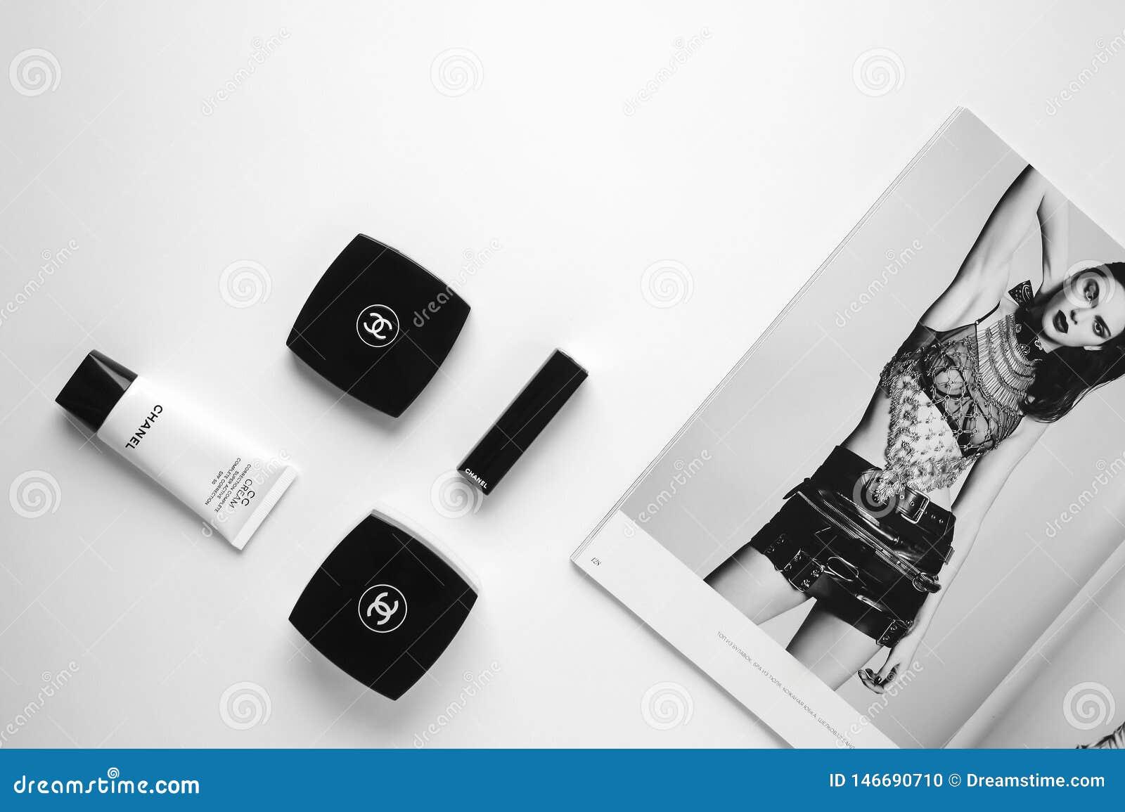 Cosmetici della rivista di moda e di marca di Flatlay