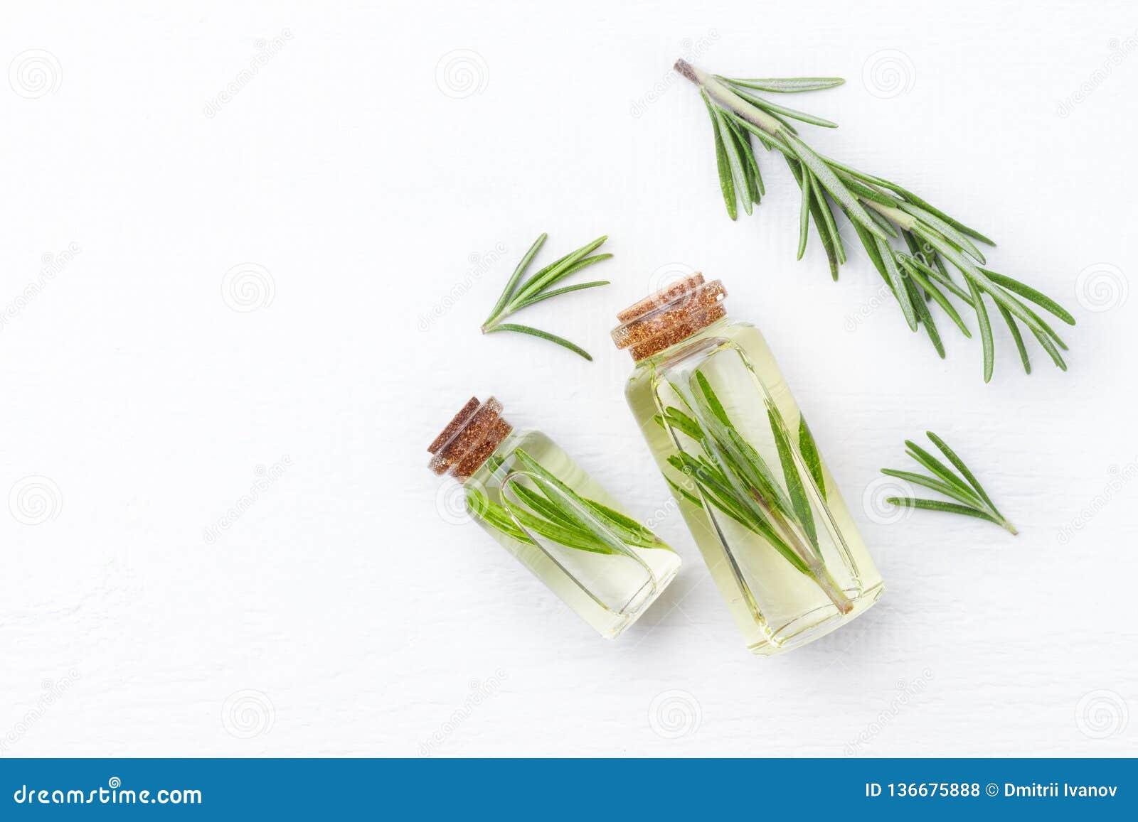 Cosmetici organici con gli estratti di rosmarini delle erbe