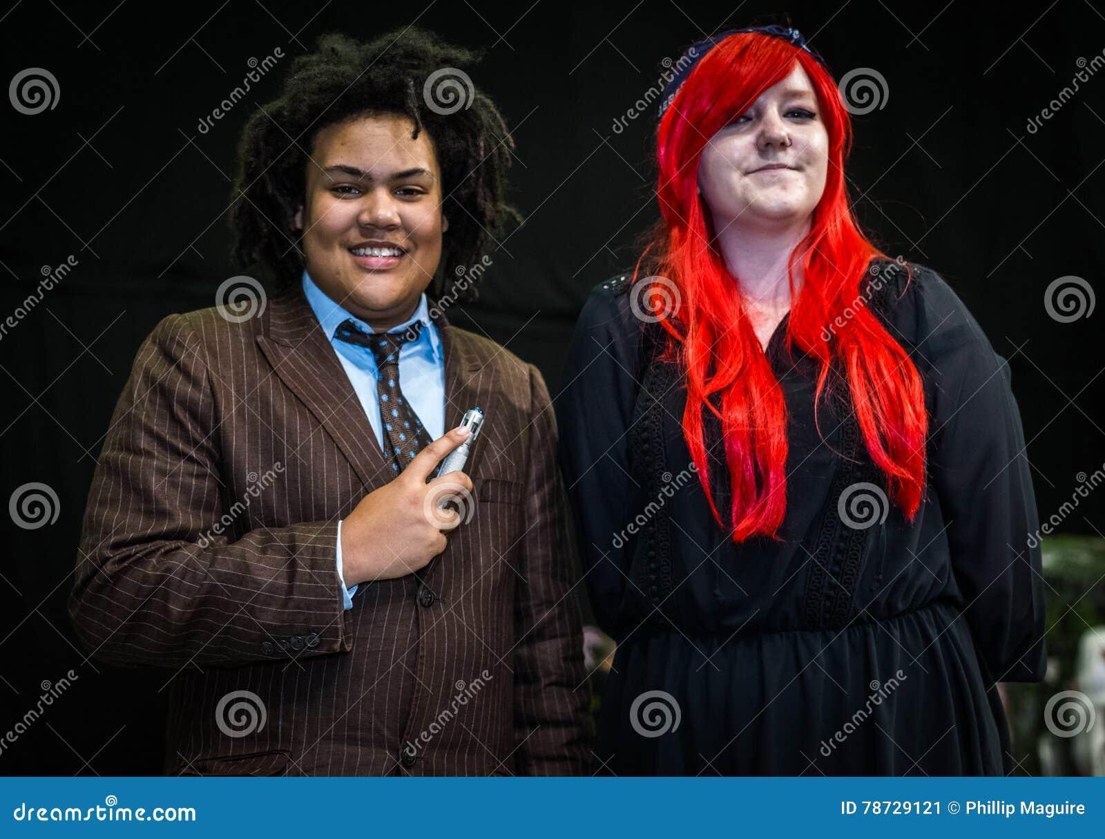 Cosplayers klädde som  doktor Who  och  Amy Pond  från tvsen