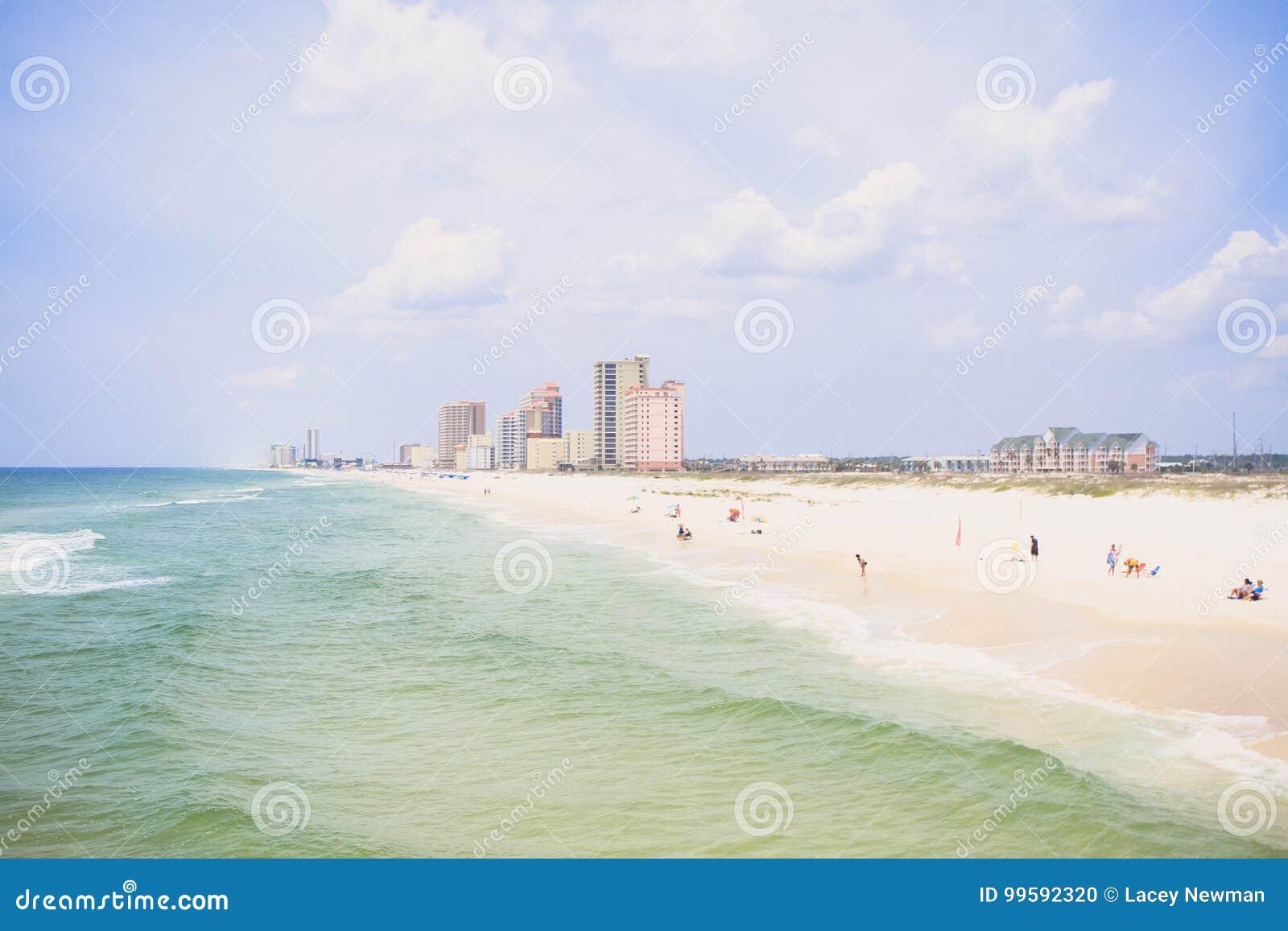 Costa anaranjada de la playa