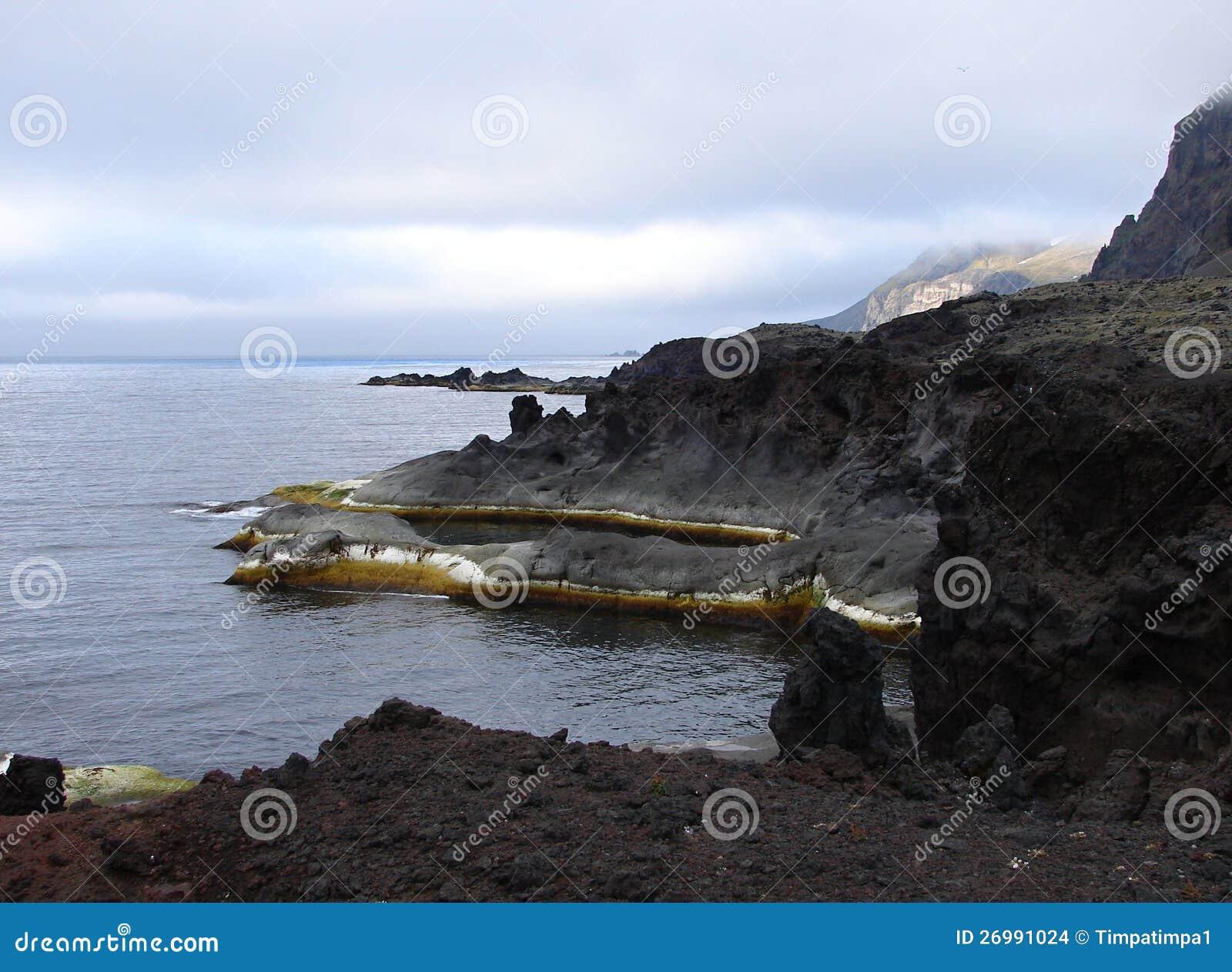 Costa costa de la isla de enero Mayen