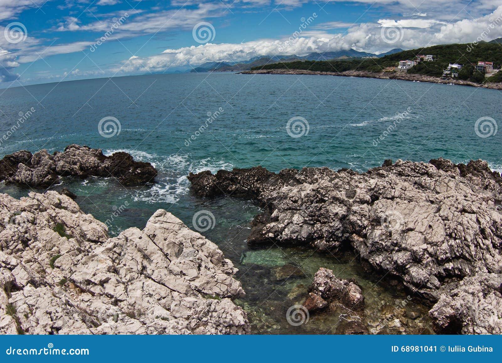Costa costa del mar adriático