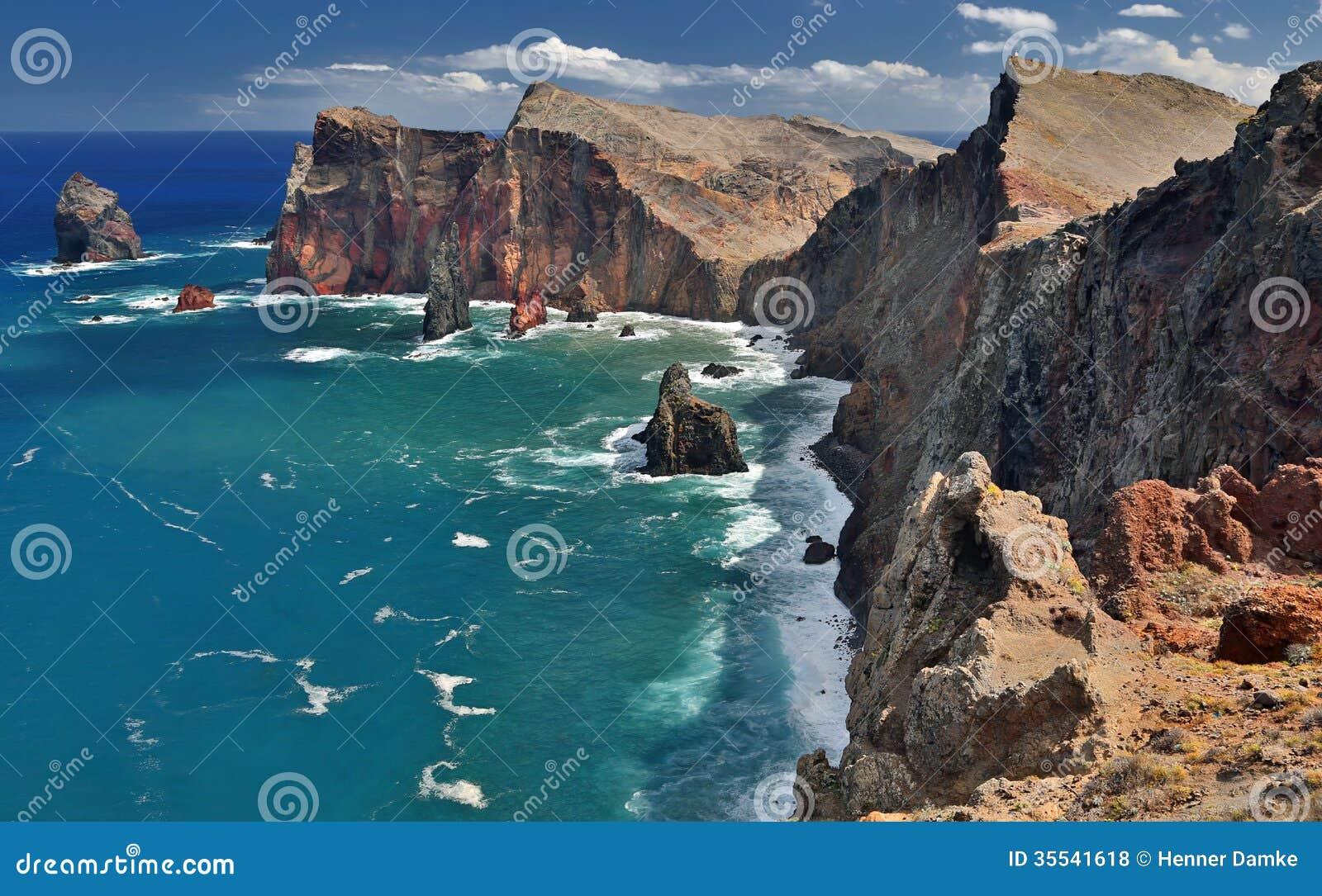 Costa costa septentrional de Ponta de Sao Lourenco en Madeira, Portugal